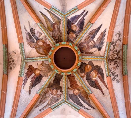 """Heidelberg - Heiliggeistkirche - Mittelschiff - Gewölbemalerei """"Engelskonzert"""" und Schlußring (aufgenommen im Januar 2013, am frühen Nachmittag)"""