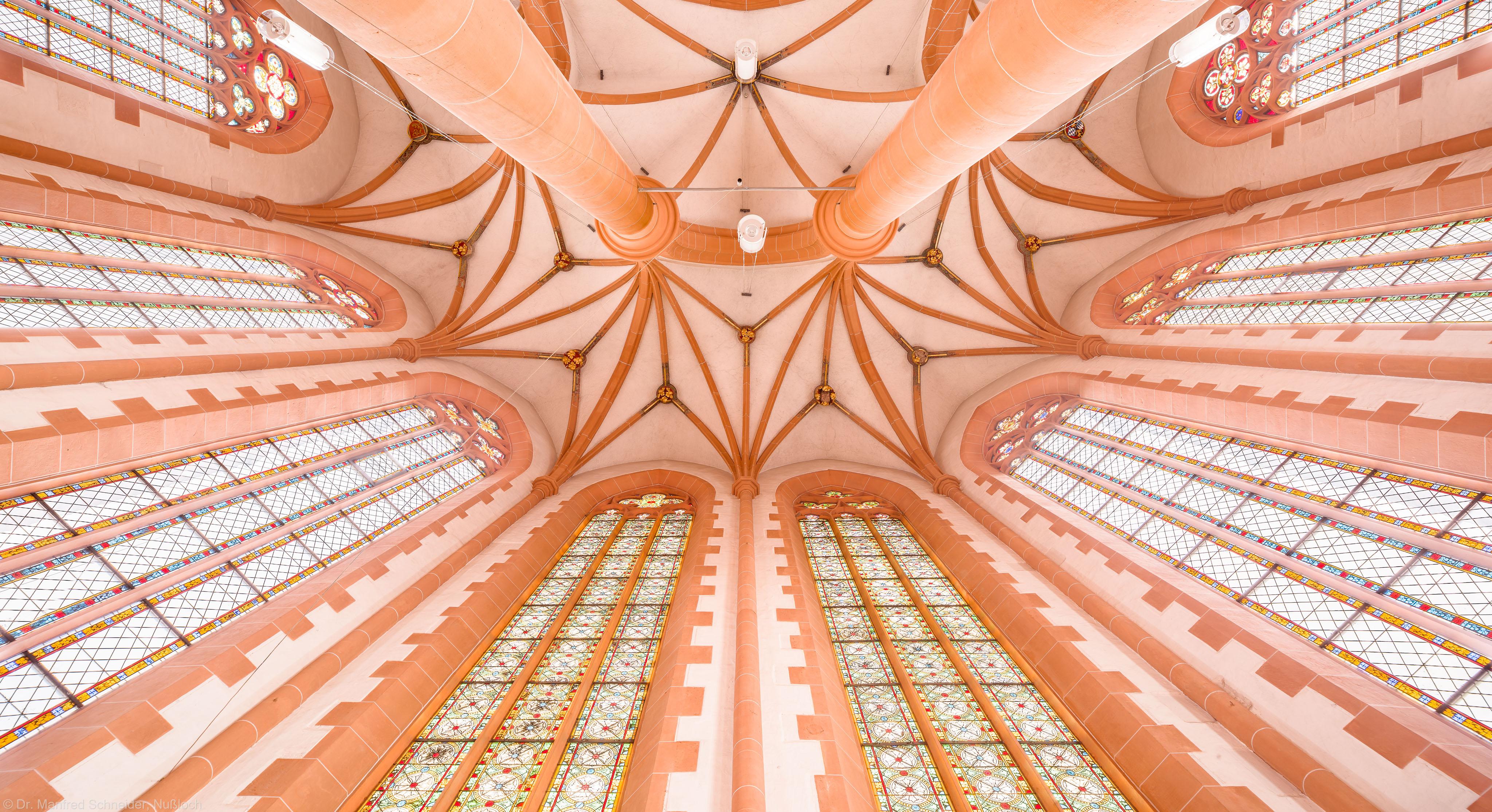 Heidelberg - Heiliggeistkirche - Chor - Blick auf die Fenster und in das Gewölbe, hinter dem Altar stehend (aufgenommen im Januar 2013, am frühen Nachmittag)