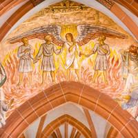 """Heidelberg - Heiliggeistkirche - Triumphbogen - Wandmalerei """"Drei Männer im Feuerofen"""" von Harry MacLean im Scheidebogen (aufgenommen im Februar 2013, am frühen Nachmittag)"""