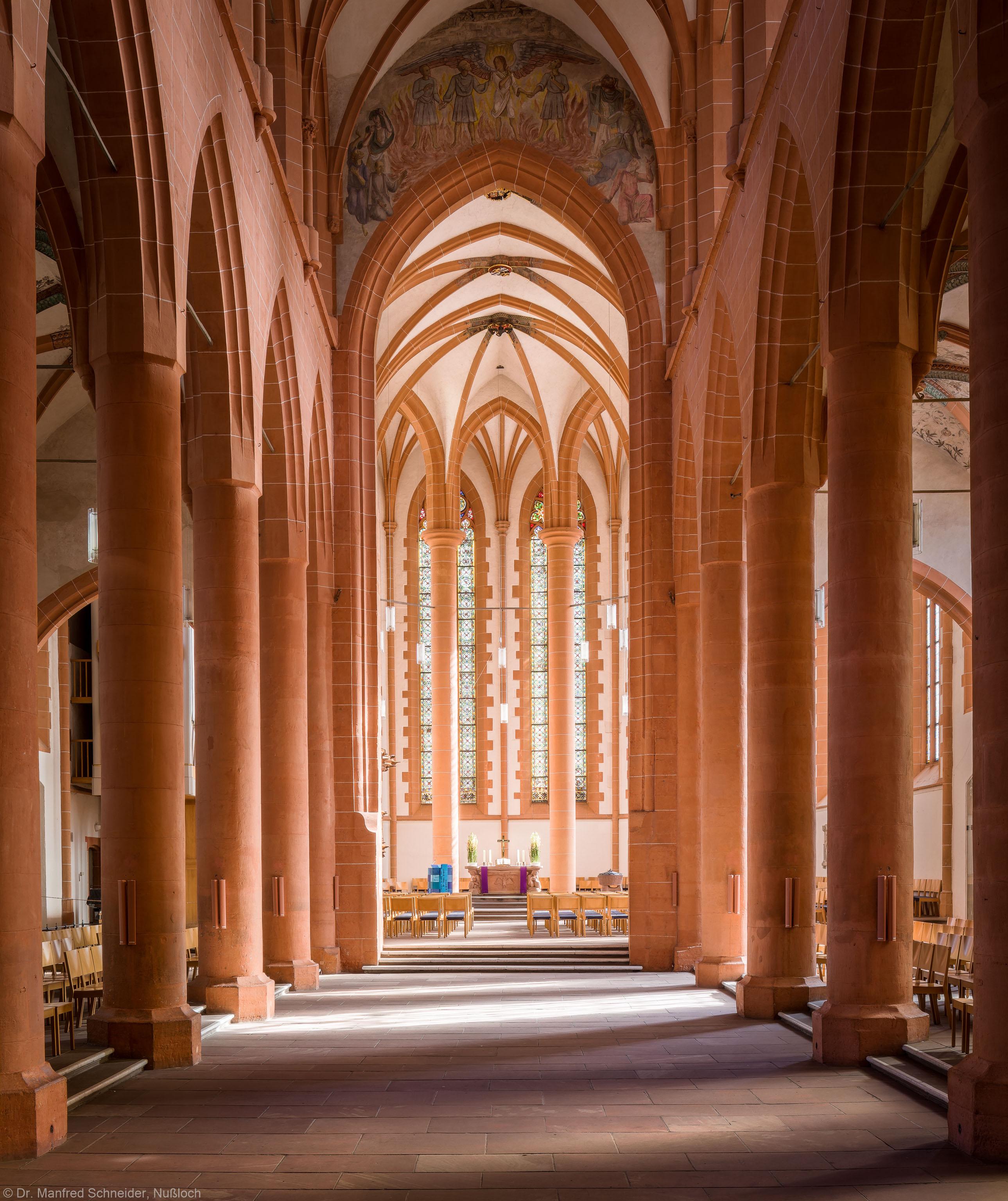 Heidelberg - Heiliggeistkirche - Mittelschiff (ohne Stühle) - Blick durch das Mittelschiff auf den Chor (aufgenommen im März 2013, am späten Vormittag)