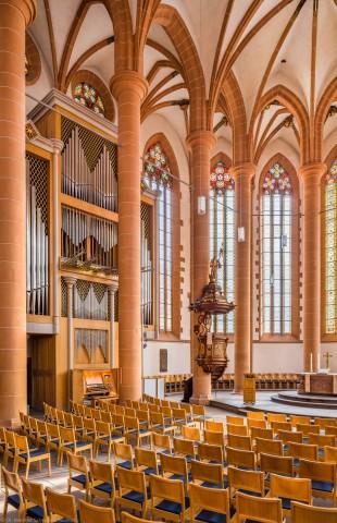 Heidelberg - Heiliggeistkirche - Chor - Blick in den Chor nach Nordosten mit Säulen, Gewölbe, Orgel, Kanzel und Altar (aufgenommen im April 2013, am frühen Vormittag)