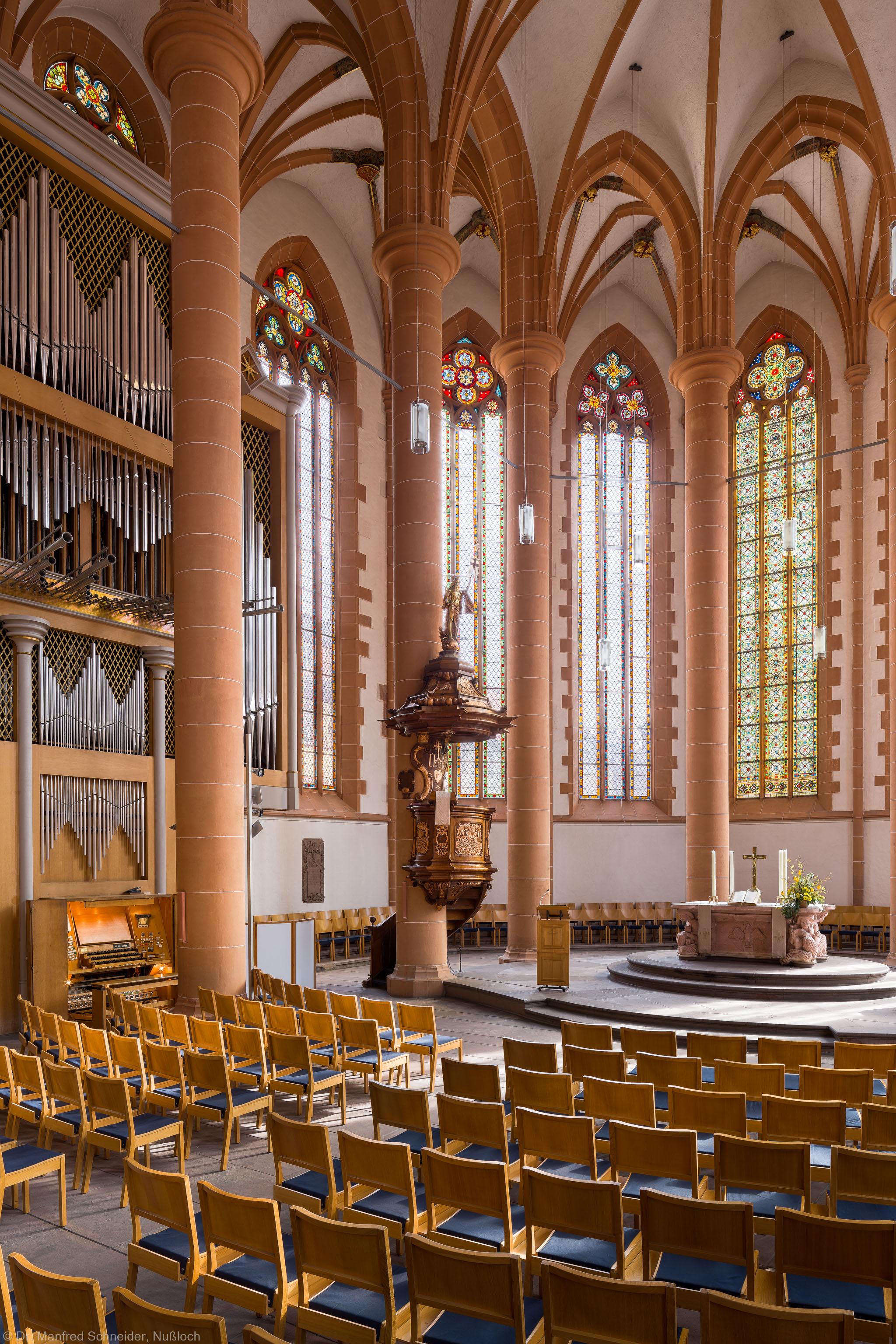 Heidelberg - Heiliggeistkirche - Chor - Blick in den Chor nach Nordosten mit Säulen, Gewölbe, Orgel, Kanzel und Altar (aufgenommen im April 2013, am Vormittag)