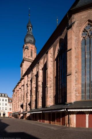 Heidelberg - Heiliggeistkirche - Südseite - Blick von Südosten auf die Südfassade und den Turm (aufgenommen im April 2013, am frühen Vormittag)