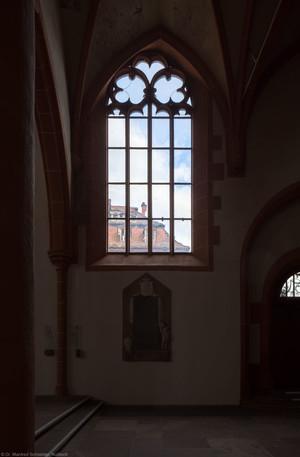 Heidelberg - Heiliggeistkirche - Südschiff - 6. Joch, von Westen aus gezählt - Blankes Fenster (aufgenommen im April 2013, am frühen Abend)