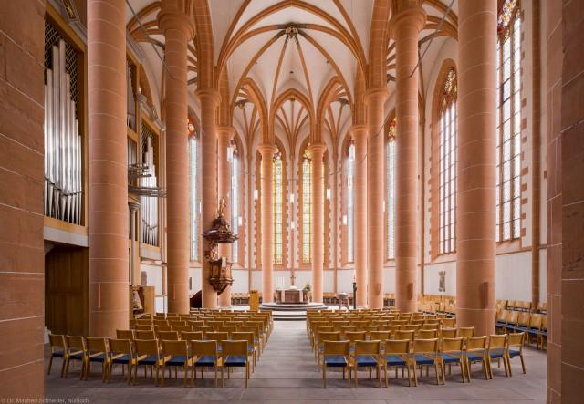 Heidelberg - Heiliggeistkirche - Chor - Blick in den Chor mit Säulen, Gewölbe, Orgel, Kanzel und Altar (aufgenommen im April 2013, am späten Vormittag)