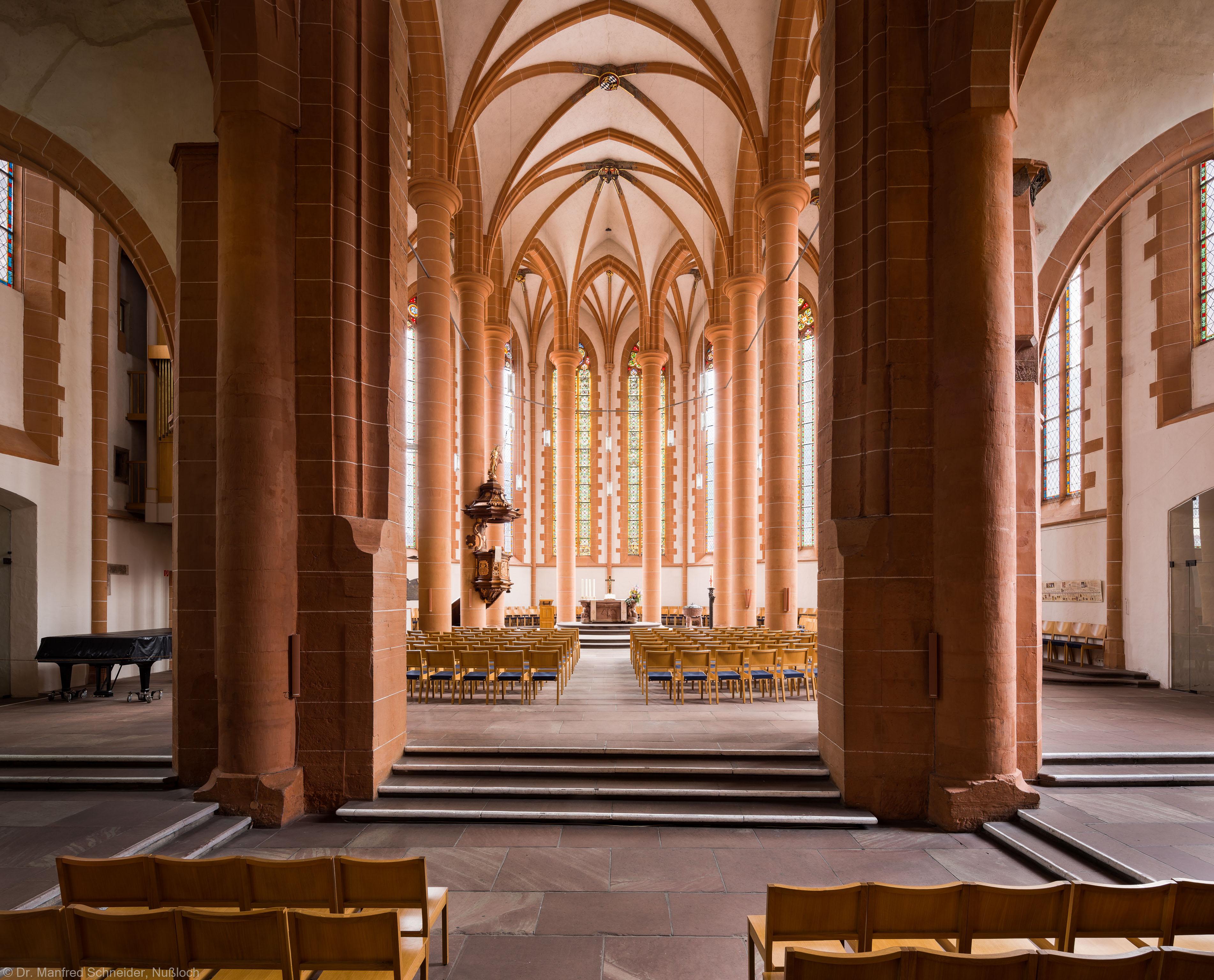 Heidelberg - Heiliggeistkirche - Triumphbogenpfeiler - Blick vom Mittelschiff auf den Triumphbogenpfeiler und in den Chor (aufgenommen im April 2013, am späten Vormittag)