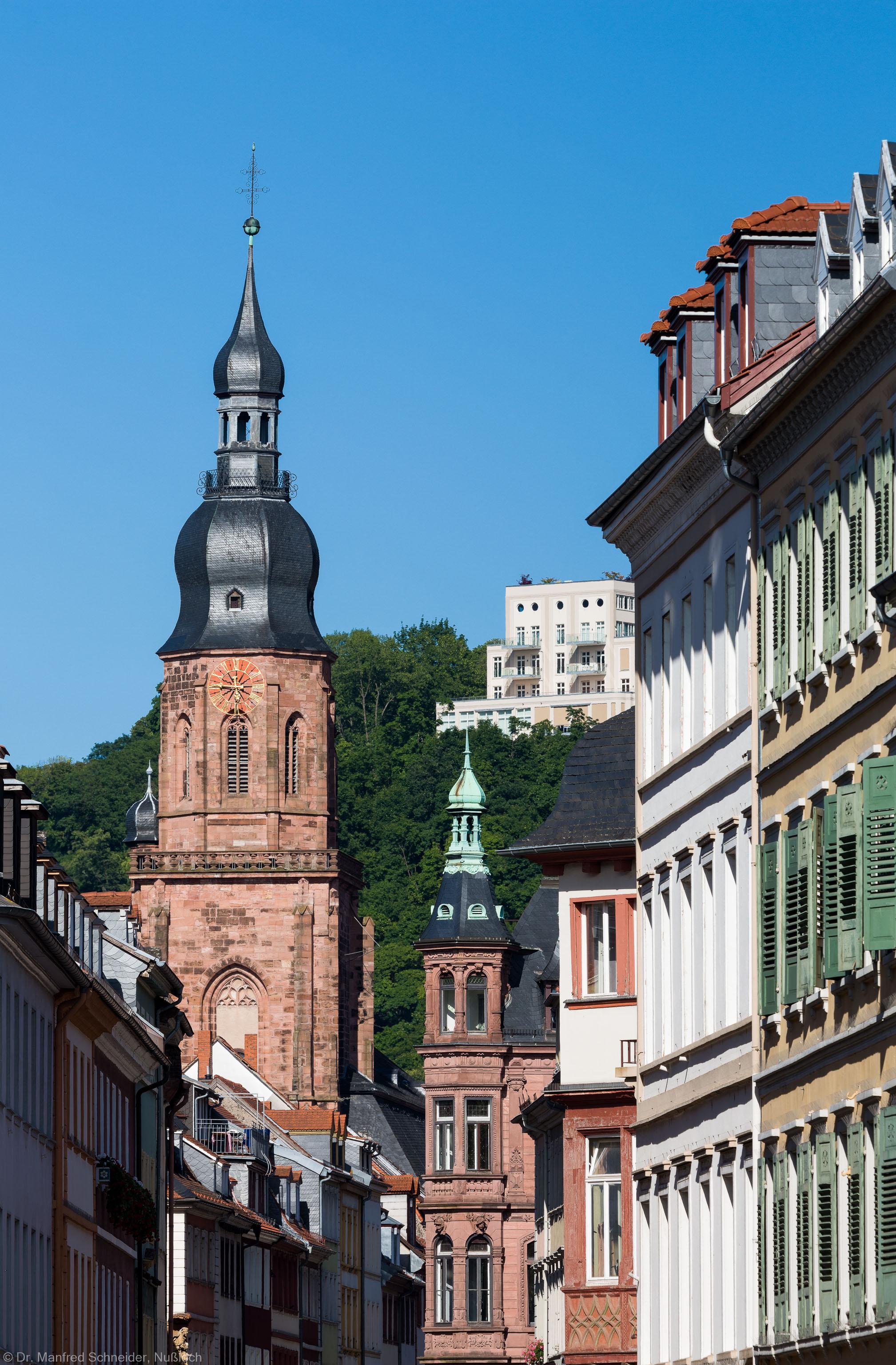 Heidelberg - Heiliggeistkirche - Aussen / West - Blick von der Hauptstraße auf den Turm (aufgenommen im Juni 2013, am späten Nachmittag)