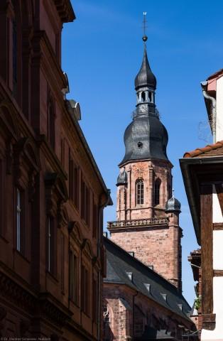 Heidelberg - Heiliggeistkirche - Ostseite - Blick von der Heiliggeiststraße nahe dem Marktplatz auf die Nordseite und den Turm (aufgenommen im Juli 2013, am späten Vormittag)