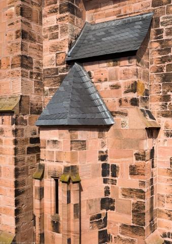 Heidelberg - Heiliggeistkirche - Aussen / West - Blick vom 3. Stock des Sozialamtes (im Haus Fischmarkt 2) auf die südliche Westfassade (aufgenommen im Juli 2013, am späten Nachmittag)