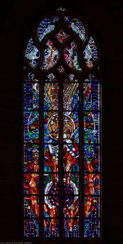 """Heidelberg - Heiliggeistkirche - Westempore - Gesamtaufnahme des """"Offenbarungsfensters"""" von Hans Gottfried von Stockhausen (aufgenommen im Juli 2013, am späten Nachmittag)"""