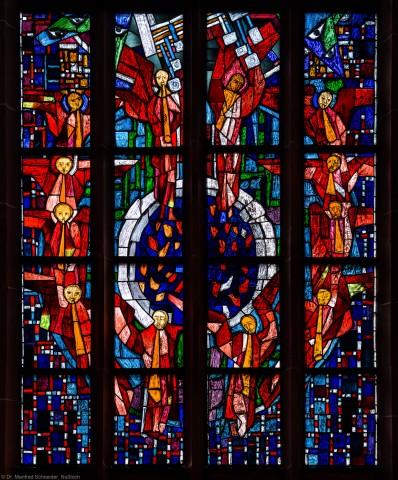 """Heidelberg - Heiliggeistkirche - Westempore - Untere Hälfte des """"Offenbarungsfensters"""" von Hans Gottfried von Stockhausen (aufgenommen im Juli 2013, am späten Nachmittag)"""