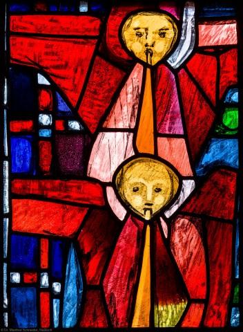 """Heidelberg - Heiliggeistkirche - Westempore - Feld (4. Zeile, 1. Bahn) des """"Offenbarungsfensters"""" von Hans Gottfried von Stockhausen (aufgenommen im Juli 2013, am späten Nachmittag)"""