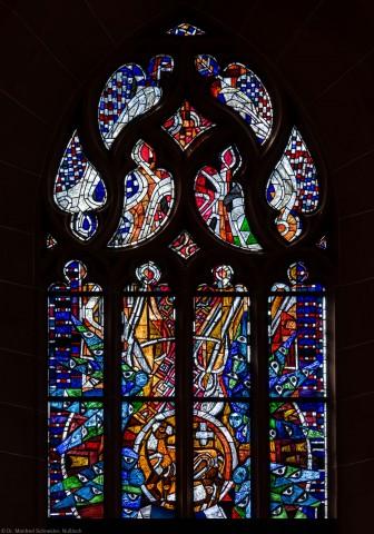 """Heidelberg - Heiliggeistkirche - Westempore - Obere Hälfte des """"Offenbarungsfensters"""" von Hans Gottfried von Stockhausen (aufgenommen im Juli 2013, am späten Nachmittag)"""