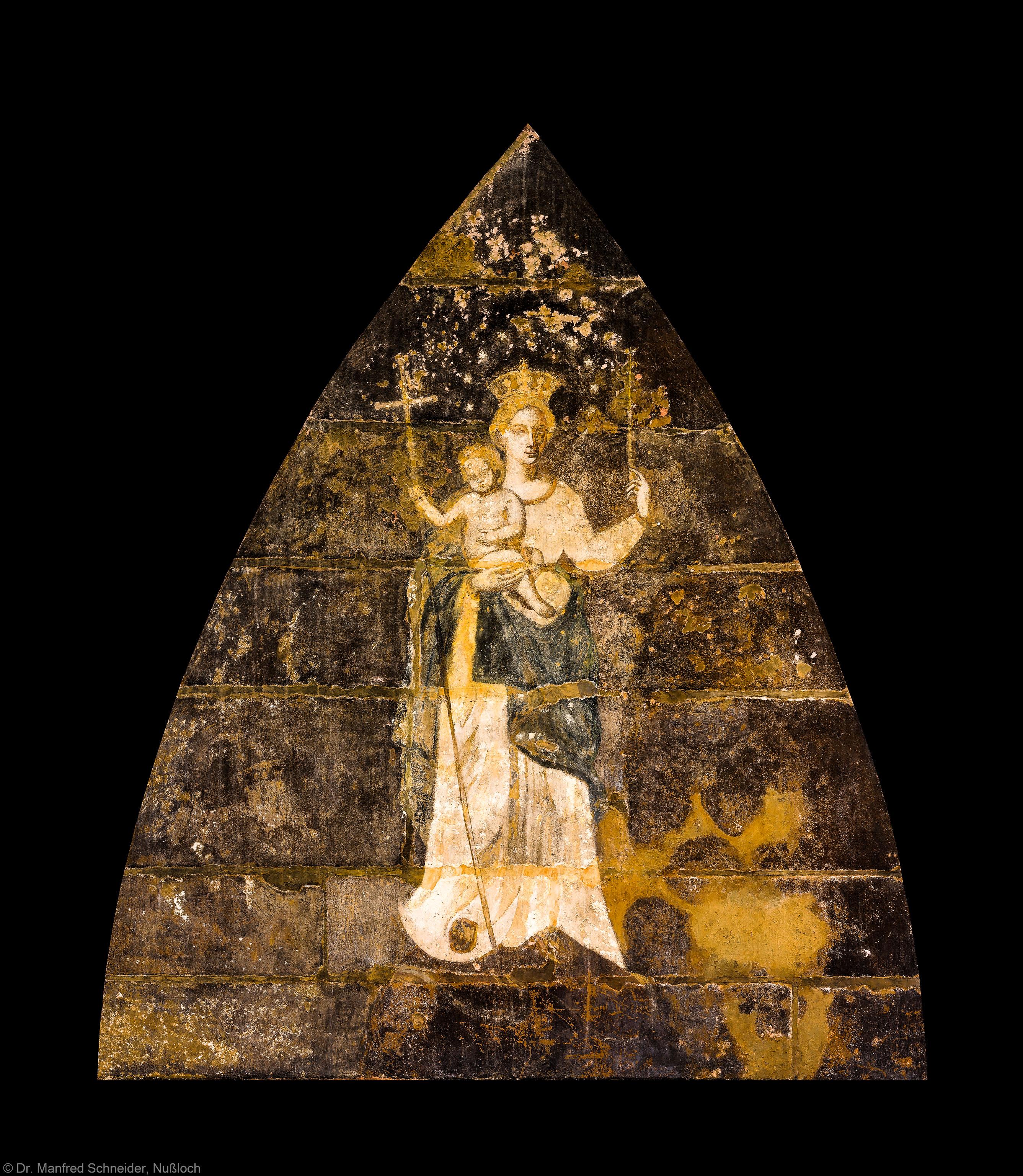 """Heidelberg - Heiliggeistkirche - Nordseite - Sakristei - Blick von der nordöstlichen Ecke der Sakristei von unten auf die Malerei """"Muttergottes mit Kind"""" (aufgenommen im August 2013, am Nachmittag)"""