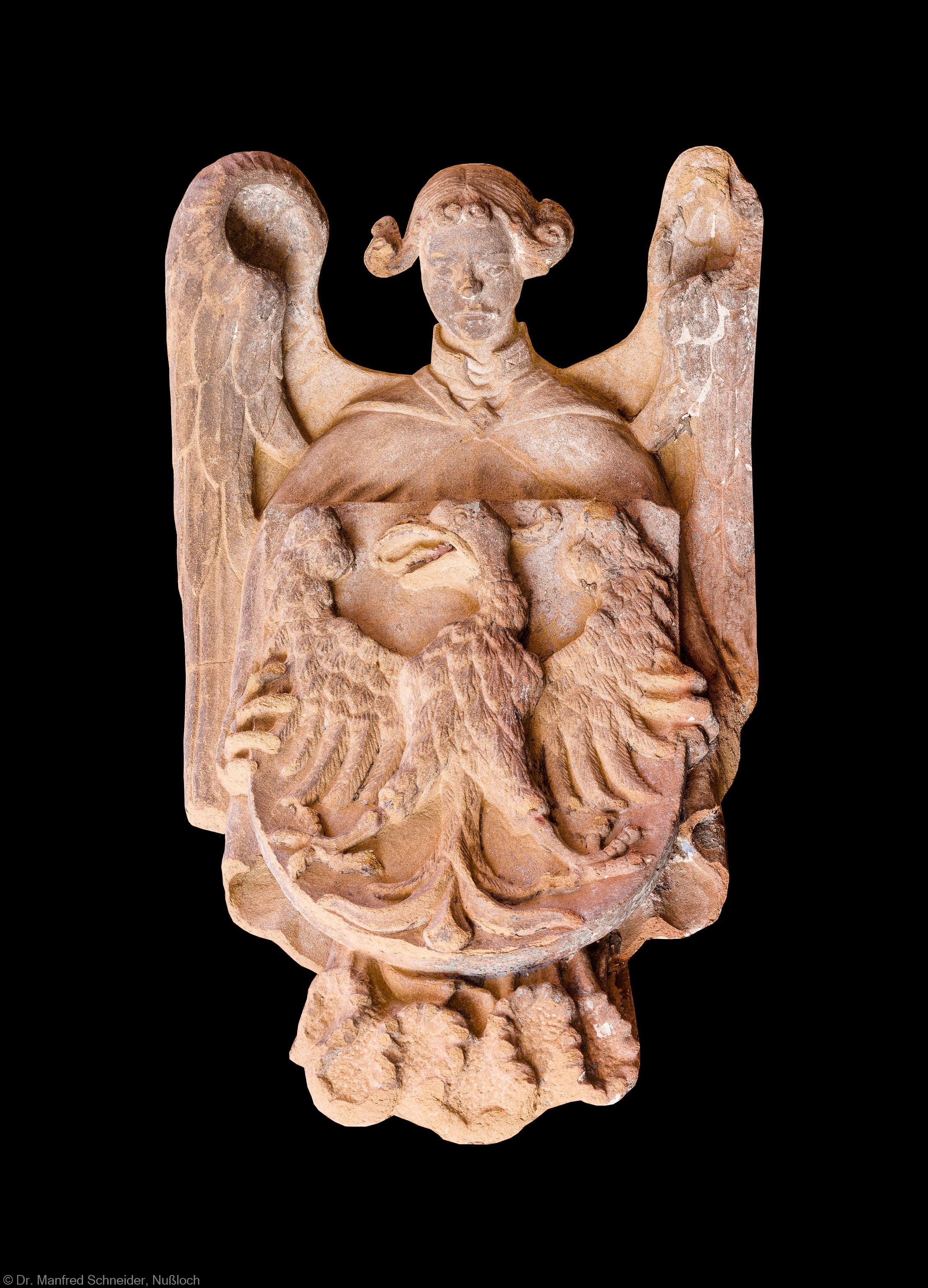 """Heidelberg - Heiliggeistkirche - West-/Hauptportal - Wappen """"Adler, getragen von einem Engel"""" links oben vor der Tür (aufgenommen im August 2013, am Nachmittag)"""