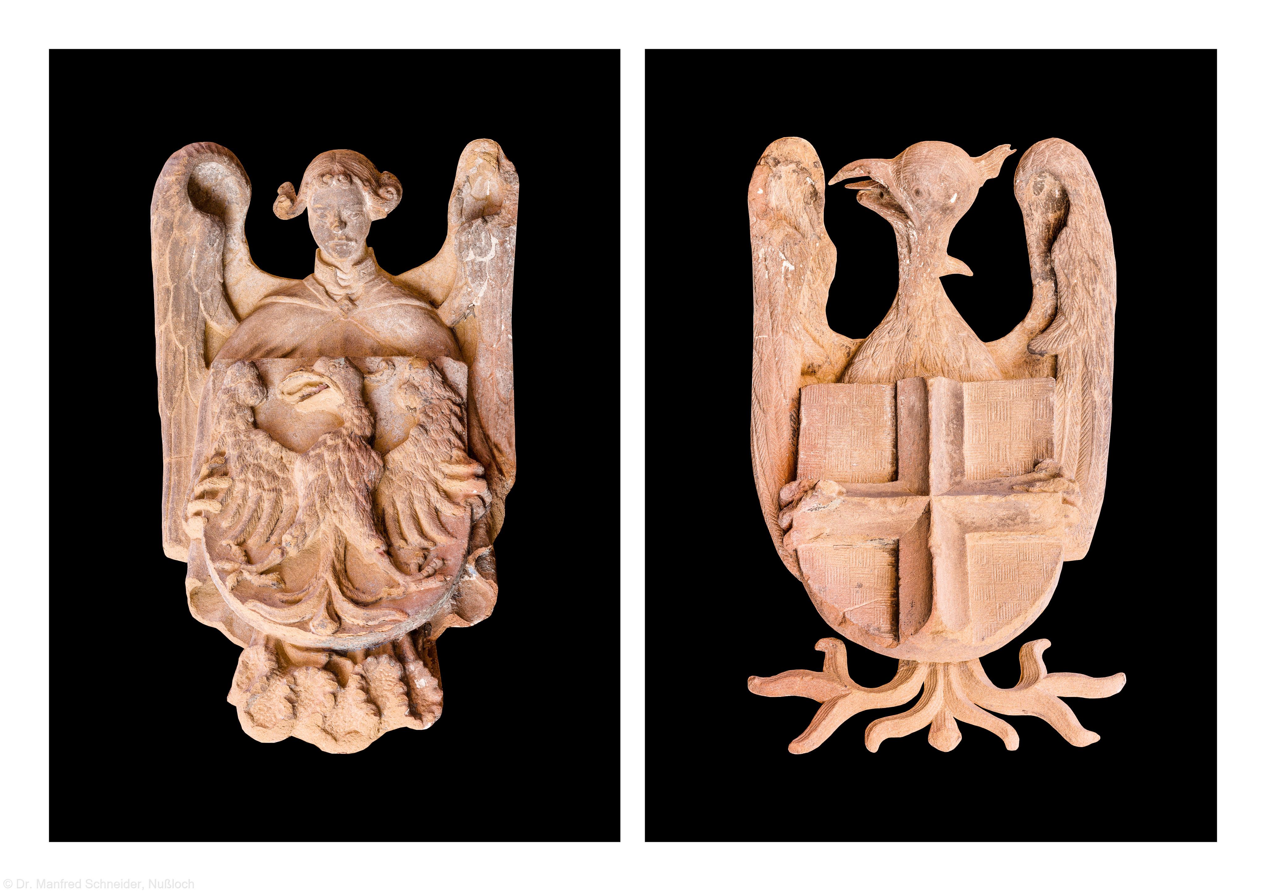 """Heidelberg - Heiliggeistkirche - West-/Hauptportal - Wappen """"Adler, getragen von einem Engel"""" und Wappen der Savoyen """"Silbernes Kreuz auf rote Grund"""" links und rechts oben vor der Tür (aufgenommen im August 2013, am Nachmittag)"""
