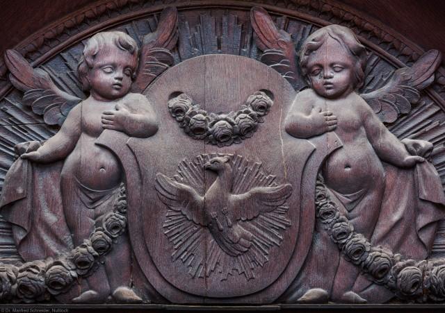 Heidelberg - Heiliggeistkirche - Südseite - Östliches Südportal - Ausschnitt aus dem Rundbogen über der Tür (aufgenommen im November 2013, am späten Vormittag)