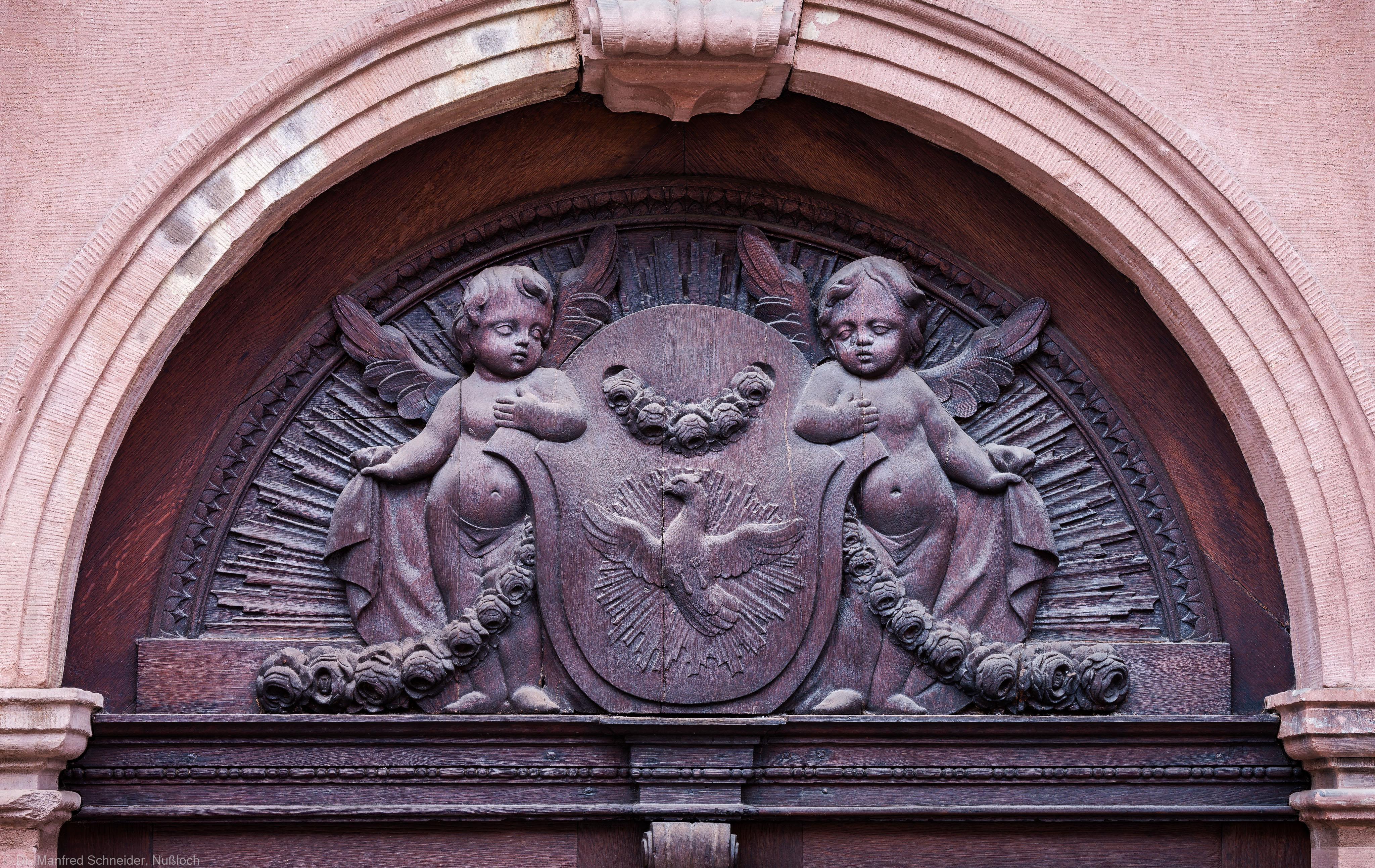 Heidelberg - Heiliggeistkirche - Südseite - Östliches Südportal - Rundbogen über der Tür (aufgenommen im November 2013, am späten Vormittag)