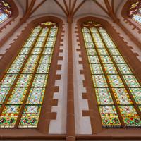 Heidelberg - Heiliggeistkirche - Chor - Blick von unten auf die östlichen Chorfenster, vor der Ostwand stehend (aufgenommen im Dezember 2013, am späten Vormittag)