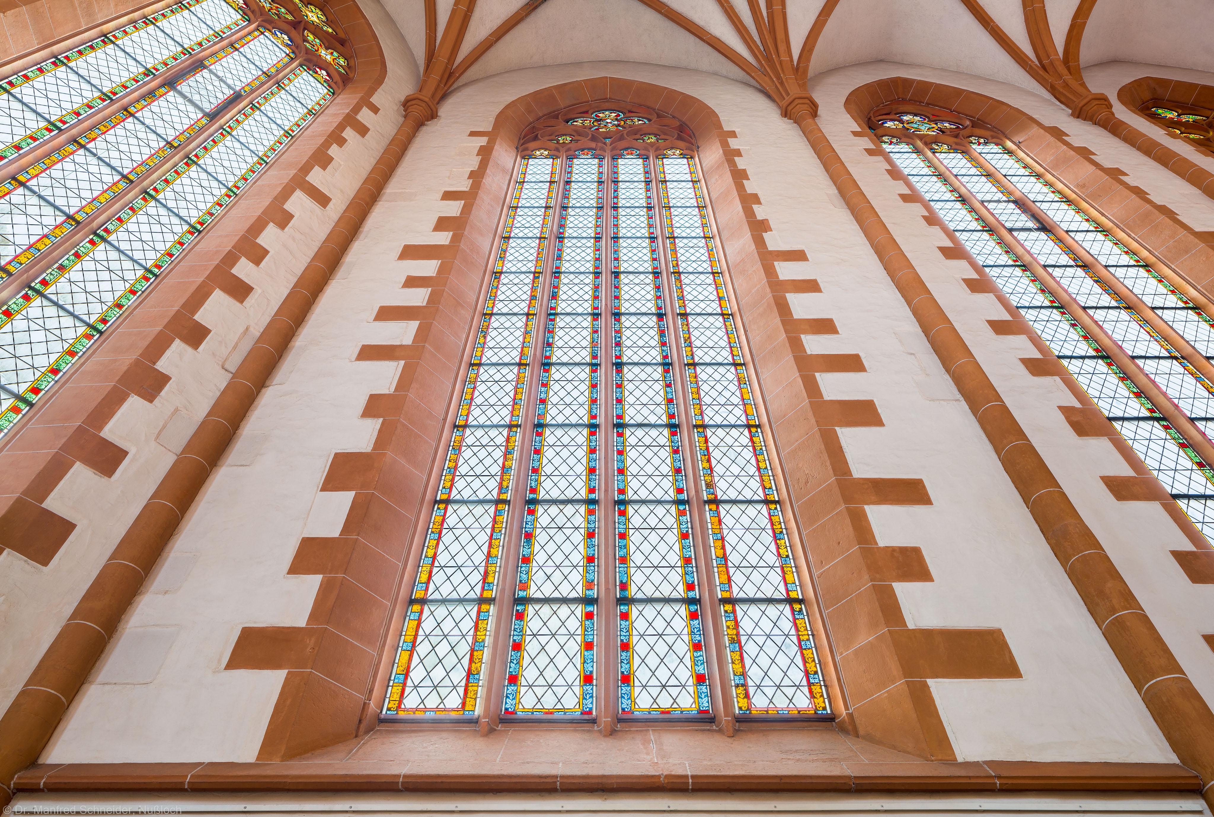 Heidelberg - Heiliggeistkirche - Chor - Blick von unten auf ein südliches Chorfenster, vor der Südwand stehend (aufgenommen im Dezember 2013, am späten Vormittag)