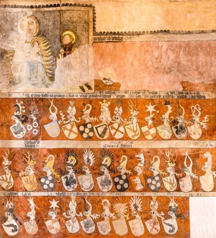 """Heidelberg - Heiliggeistkirche - Chor - Südostwand - Wappenfries der """"Gesellschaft mit dem Esel"""" (aufgenommen im Dezember 2013, am Nachmittag)"""