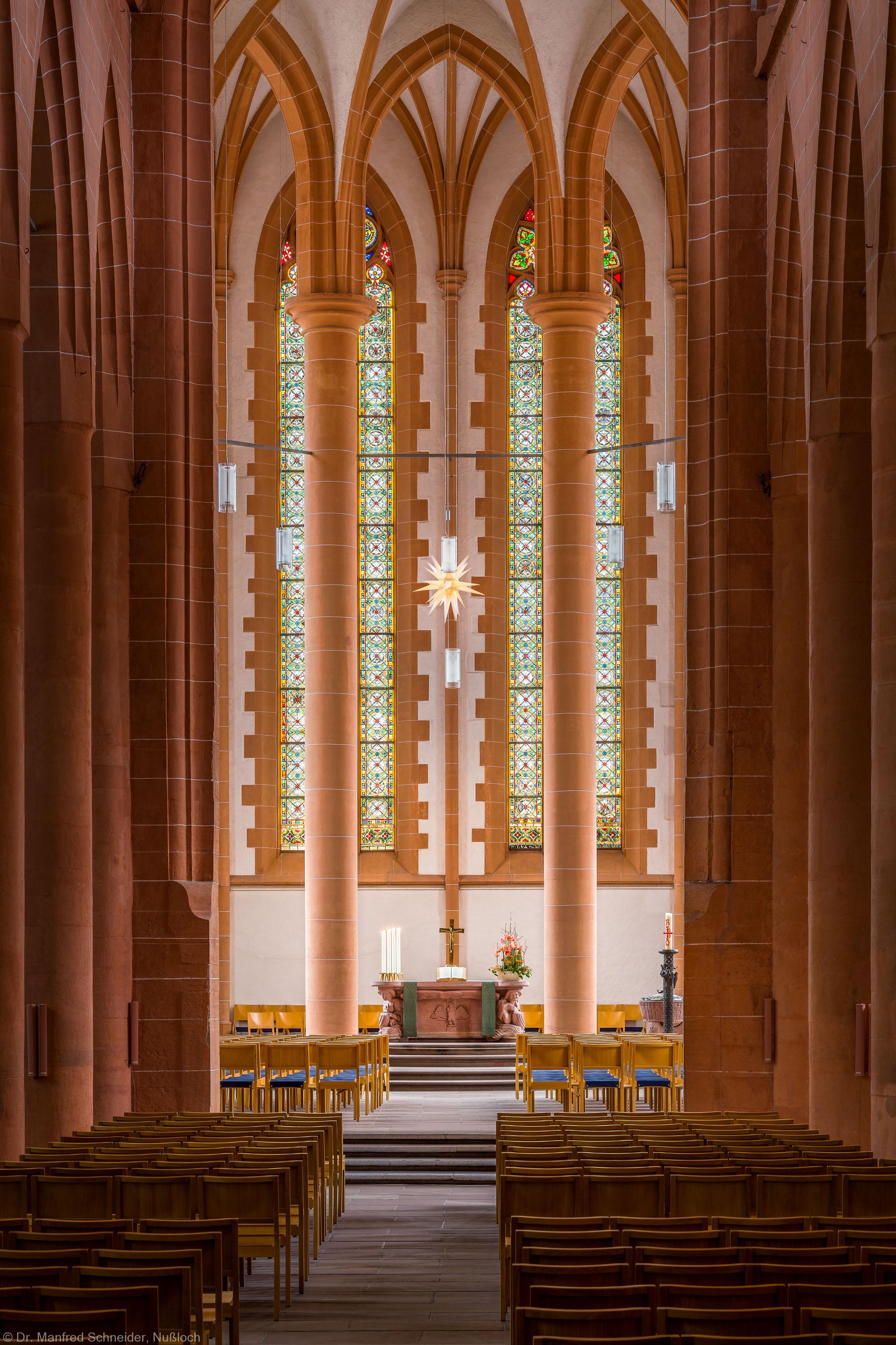 Heidelberg - Heiliggeistkirche - Mittelschiff - Blick durch das Mittelschiff auf den Chor (aufgenommen im Januar 2014, um die Mittagszeit)