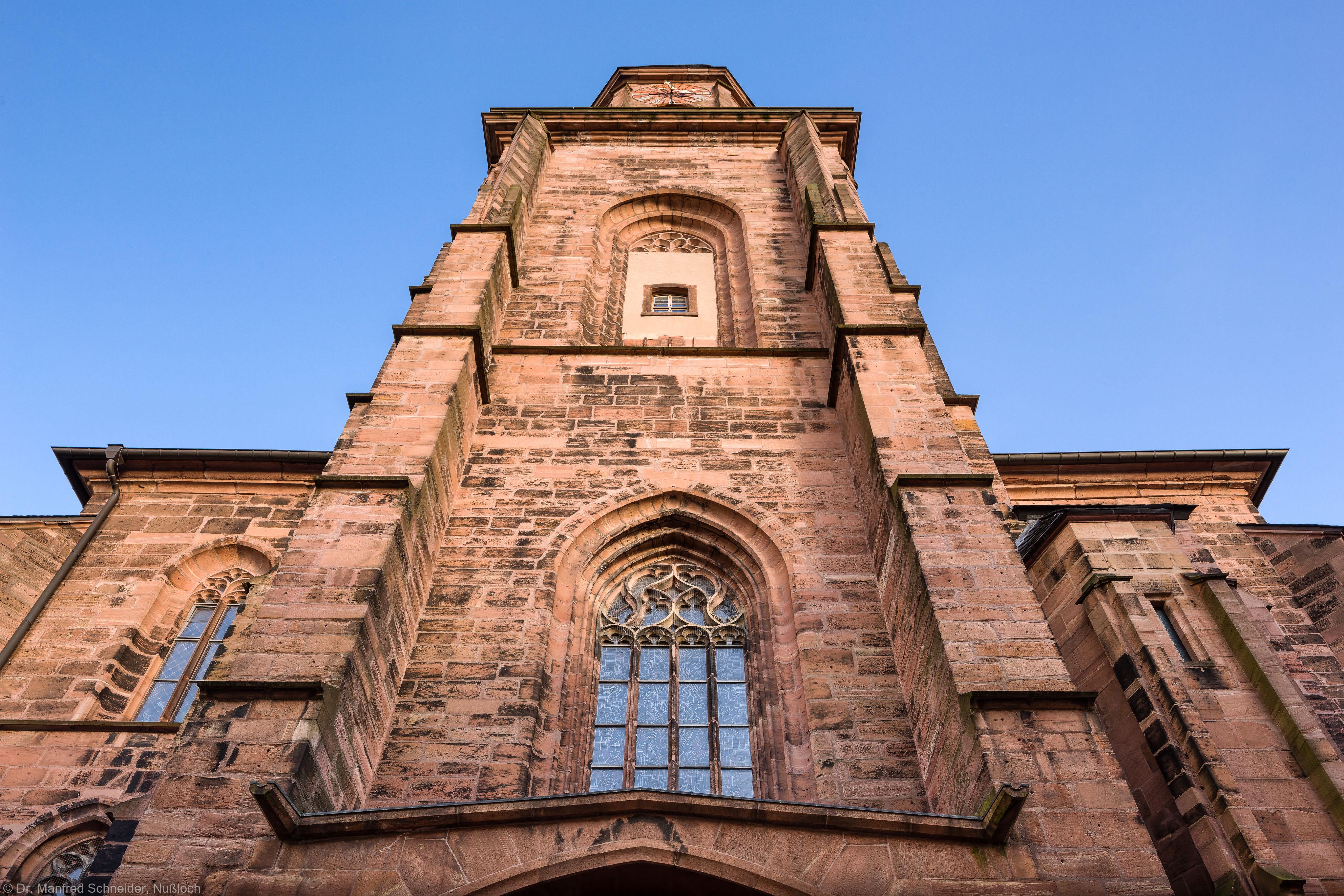 Heidelberg - Heiliggeistkirche - Aussen / West - Blick nach oben auf das Westwerk und den Turm (aufgenommen im Februar 2014, am Nachmittag)