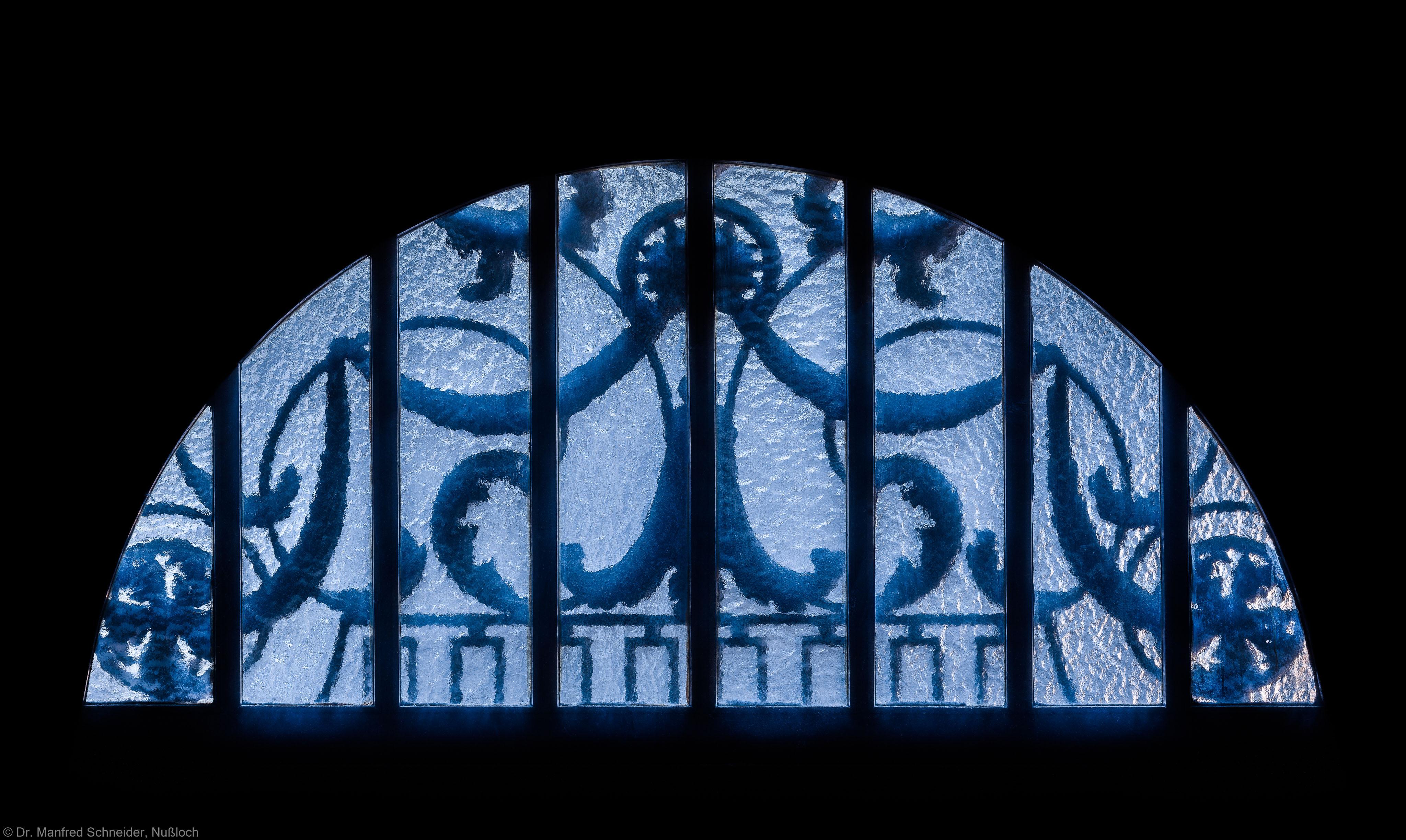 Heidelberg - Heiliggeistkirche - Südseite - Mittleres Südportal - Rundbogen, von innen, in der Dämmerung (aufgenommen im Februar 2014, am späten Nachmittag)