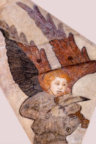 """Heidelberg - Heiliggeistkirche - Mittelschiff - Engel (Position 8 Uhr) aus der Gewölbemalerei """"Engelskonzert"""" (aufgenommen im März 2014, am frühen Nachmittag)"""