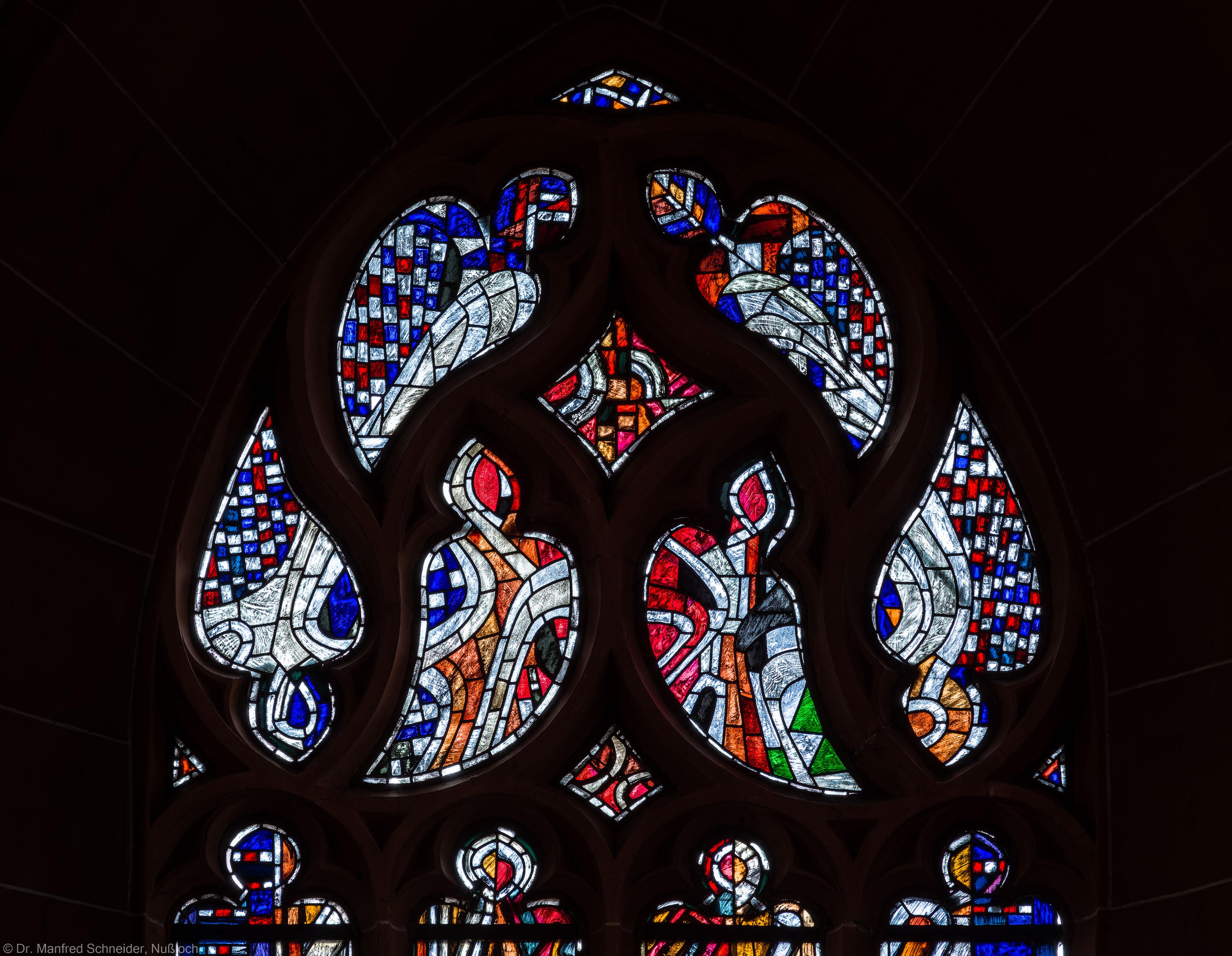 """Heidelberg - Heiliggeistkirche - Westempore - Maßwerk des """"Offenbarungsfensters"""" von Hans Gottfried von Stockhausen (aufgenommen im Mai 2014, um die Mittagszeit)"""
