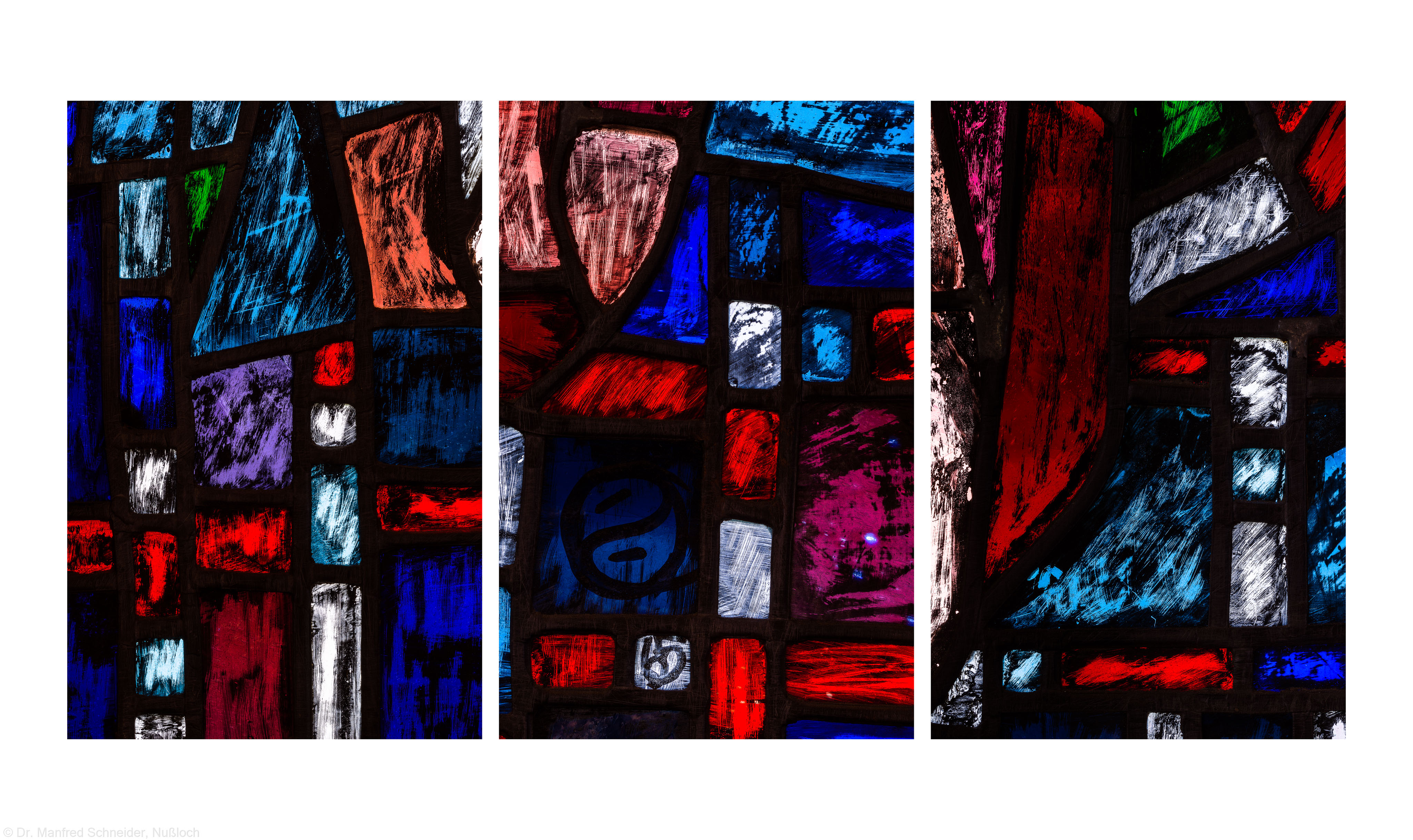 """Heidelberg - Heiliggeistkirche - Westempore - Ausschnitte aus Felder (unterste Zeile, 2./3. Bahn) des """"Offenbarungsfensters"""" von Hans Gottfried von Stockhausen (aufgenommen im Mai 2014, am Nachmittag)"""
