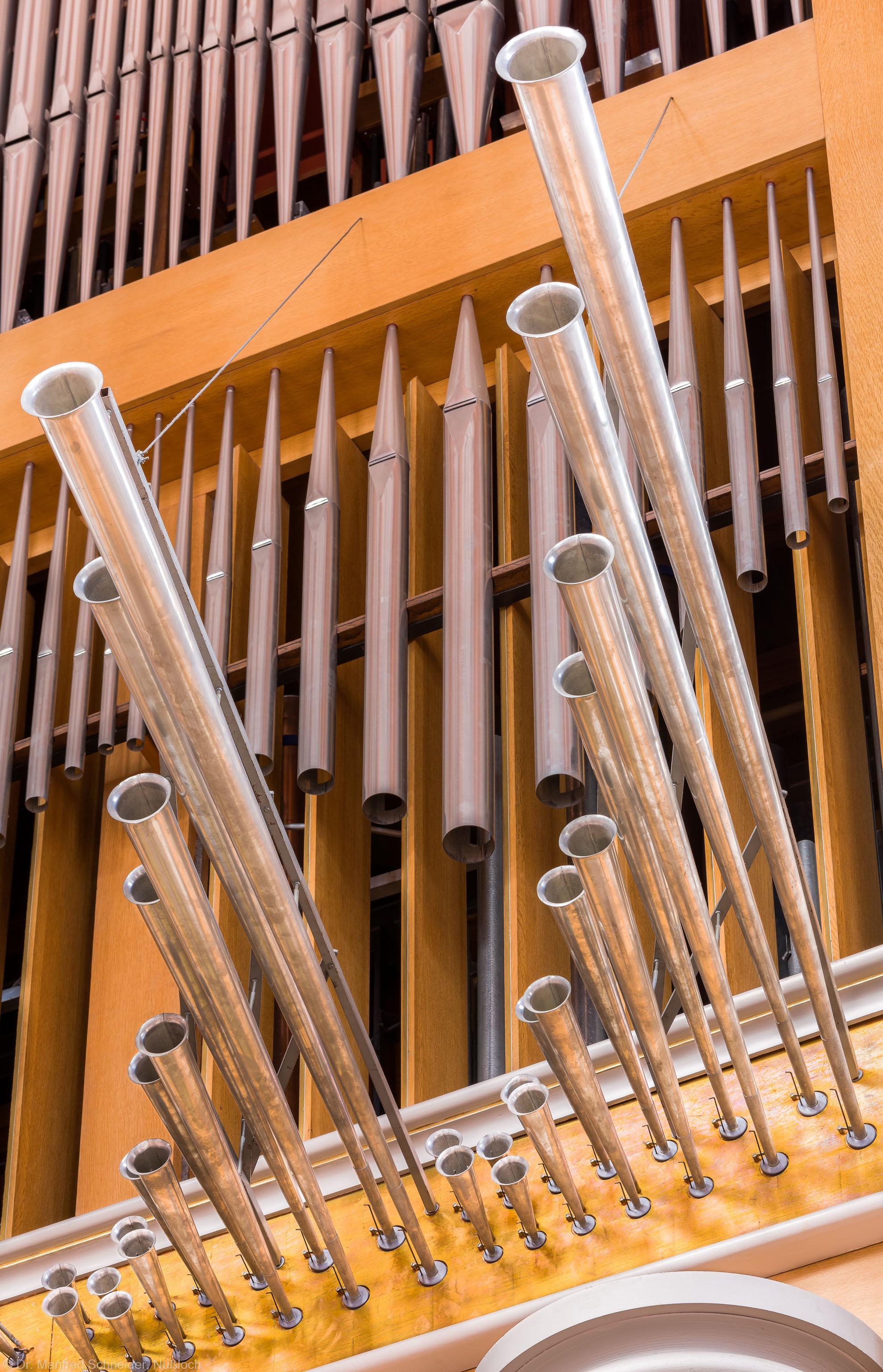 Heidelberg - Heiliggeistkirche - Chor - Hauptorgel - Blick auf die Spanischen Trompeten der Chororgel, erbaut von Steinmeyer 1980 bis 1993 (aufgenommen im September 2014, am Nachmittag)