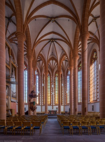 Heidelberg - Heiliggeistkirche - Chor - Blick in den Chor mit Säulen, Gewölbe, Orgel, Kanzel und Altar (aufgenommen im September 2014, am späten Nachmittag)