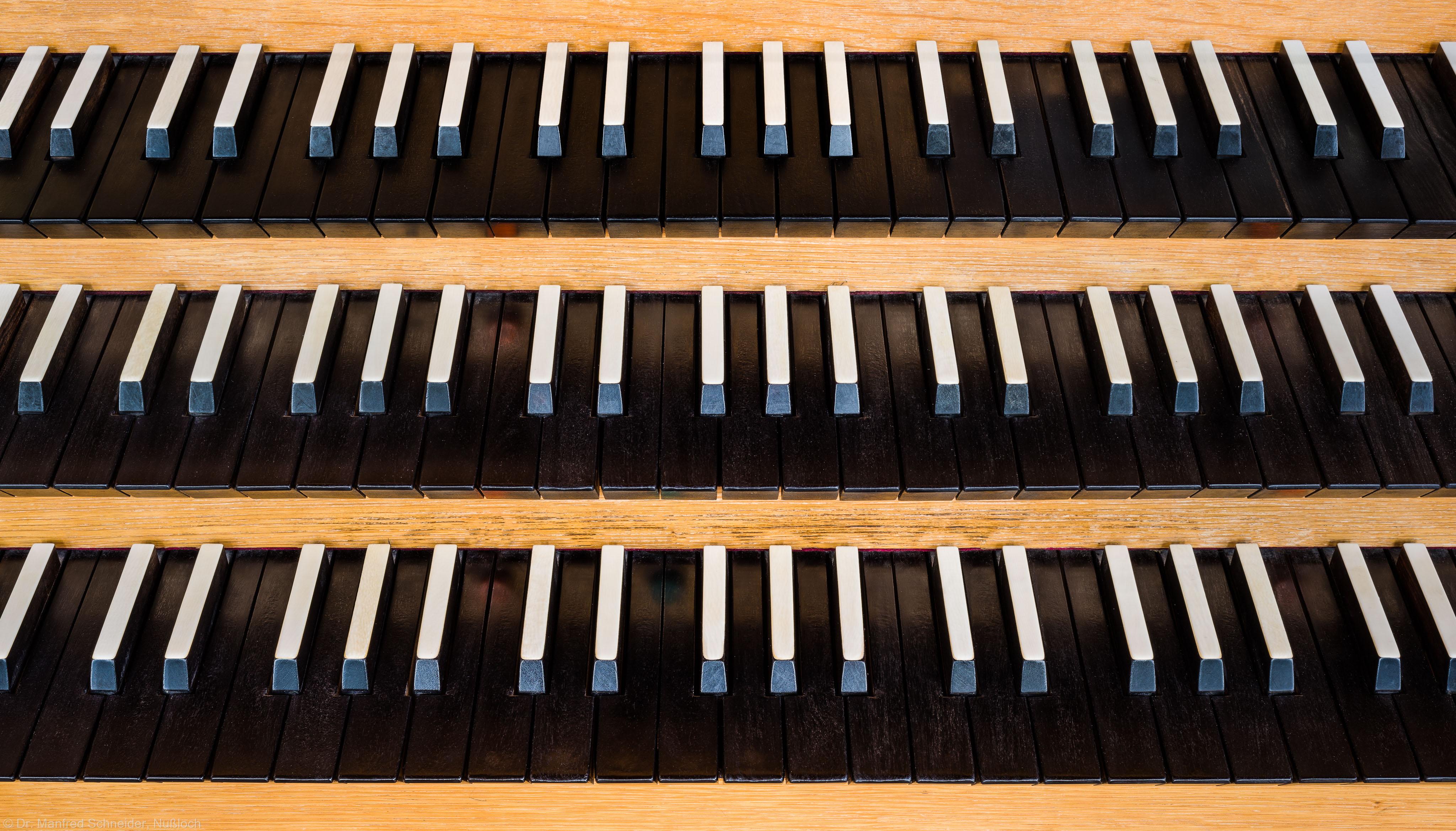 Heidelberg - Heiliggeistkirche - Chor - Hauptorgel - Blick auf die Manuale der Chororgel, erbaut von Steinmeyer 1980 bis 1993 (aufgenommen im September 2014, am späten Nachmittag)