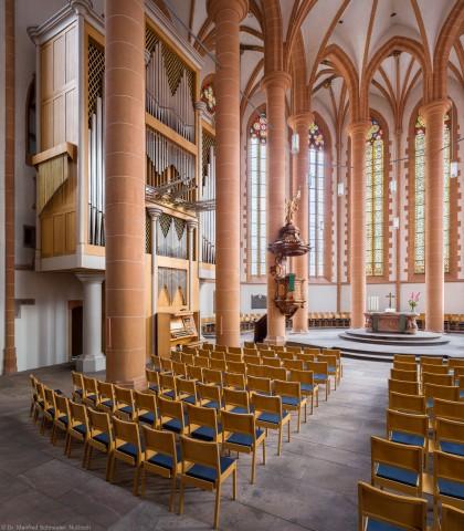Heidelberg - Heiliggeistkirche - Chor - Hauptorgel - Blick vom südlichen Triumphbogenpfeiler auf den Altar, die Kanzel und die Chororgel, erbaut von Steinmeyer 1980 bis 1993 (aufgenommen im Oktober 2014, am späten Vormittag)