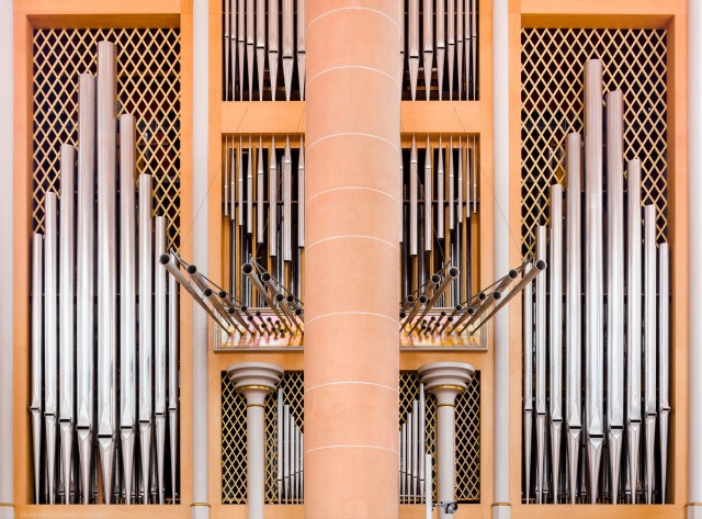 Heidelberg - Heiliggeistkirche - Chor - Hauptorgel - Zentraler Blick auf die großen Pfeifen der Chororgel, erbaut von Steinmeyer 1980 bis 1993 (aufgenommen im Oktober 2014, am späten Vormittag)