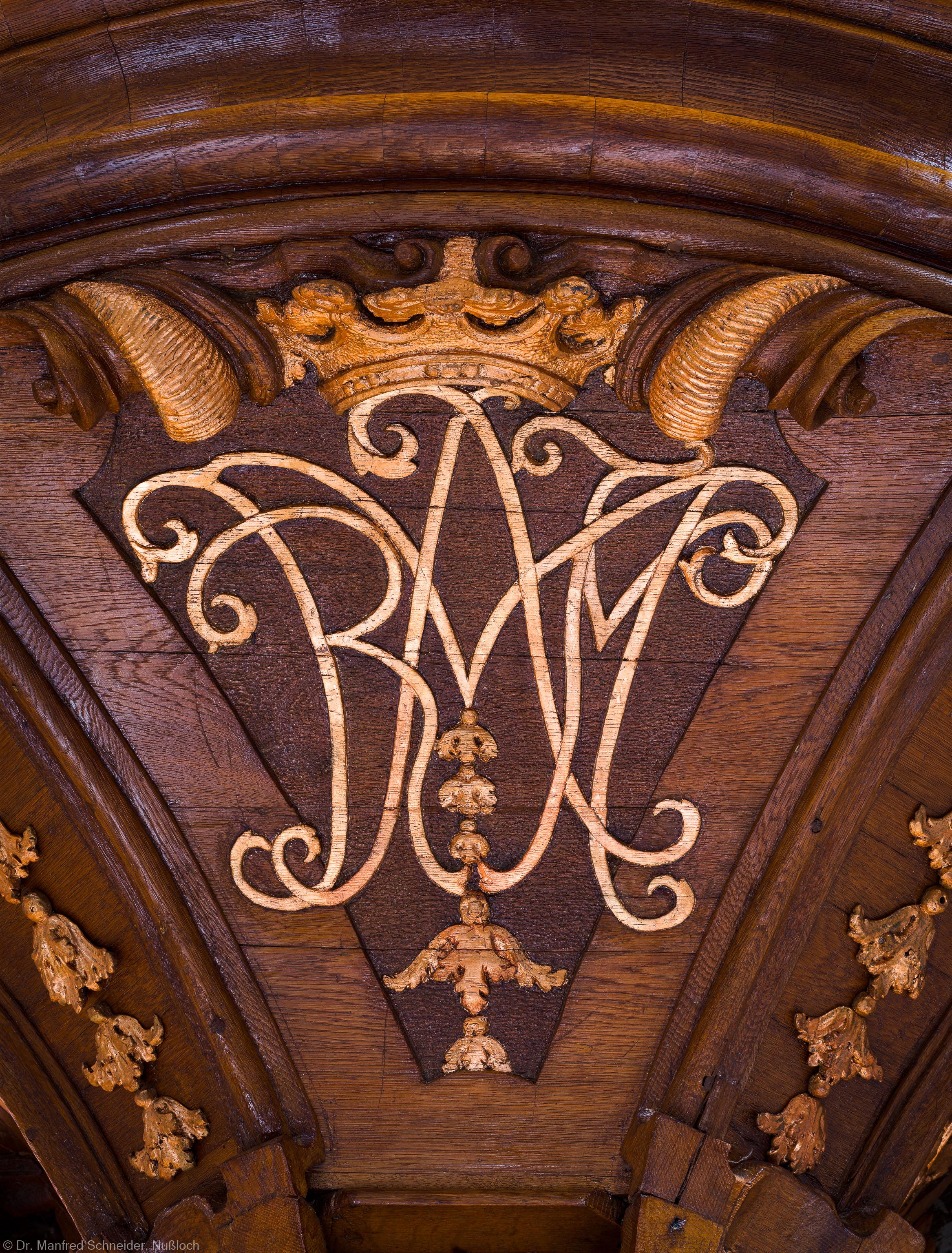 """Heidelberg - Heiliggeistkirche - Kanzel - Monogramm """"Maria"""" der Kanzel (aufgenommen im Oktober 2014, um die Mittagszeit)"""