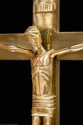 Heidelberg - Heiliggeistkirche - Altar - Christusfigur des Altarkreuzes von Edzard Hobbing (aufgenommen im Dezember 2014, am Nachmittag)
