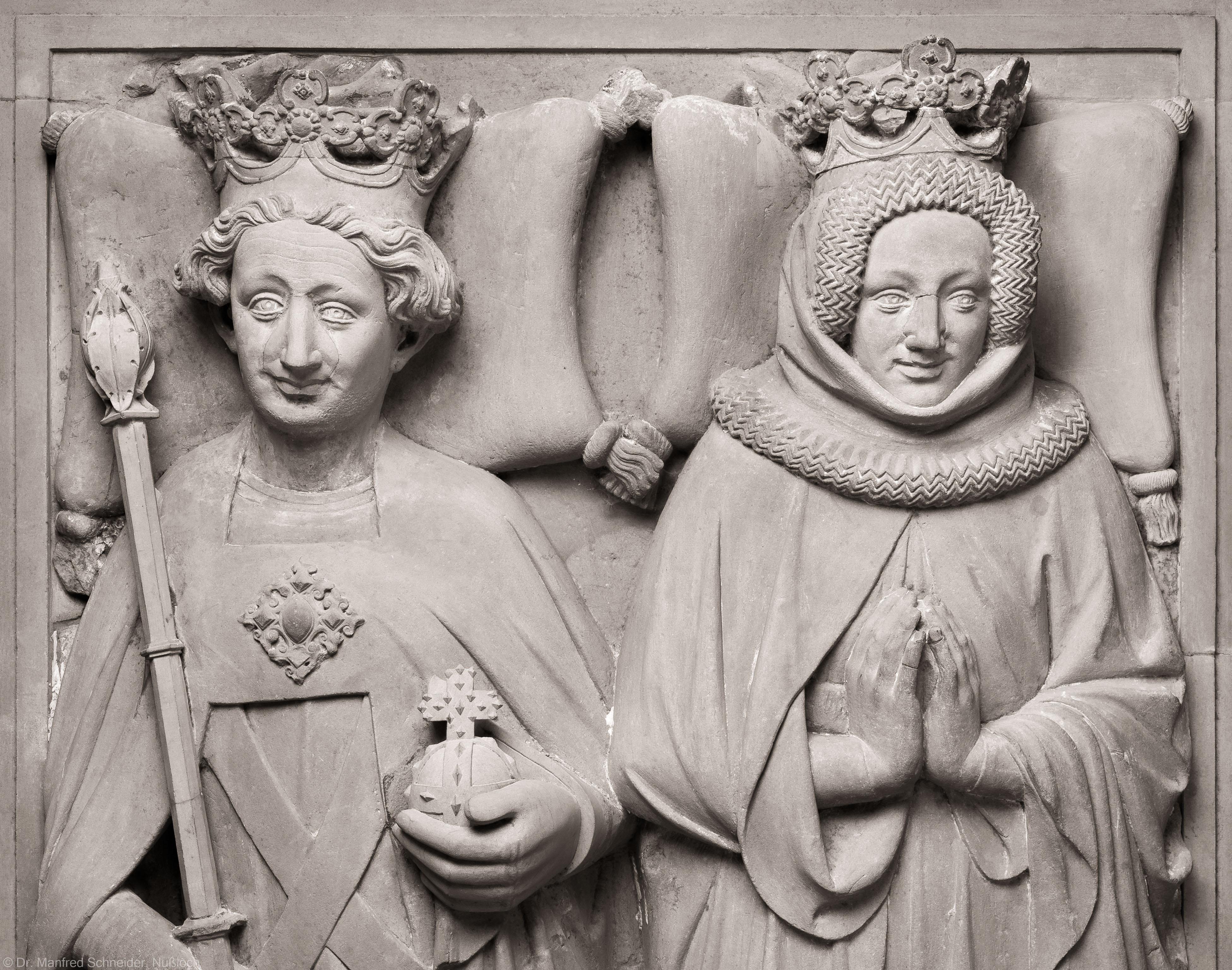 Heidelberg - Heiliggeistkirche - Nordschiff - Königsgrab - Ausschnitt aus der Grabplatte des Kurfürsten Ruprecht III. und seiner Gemahlin Elisabeth von Hohenzollern (aufgenommen im Januar 2015, am Nachmittag)