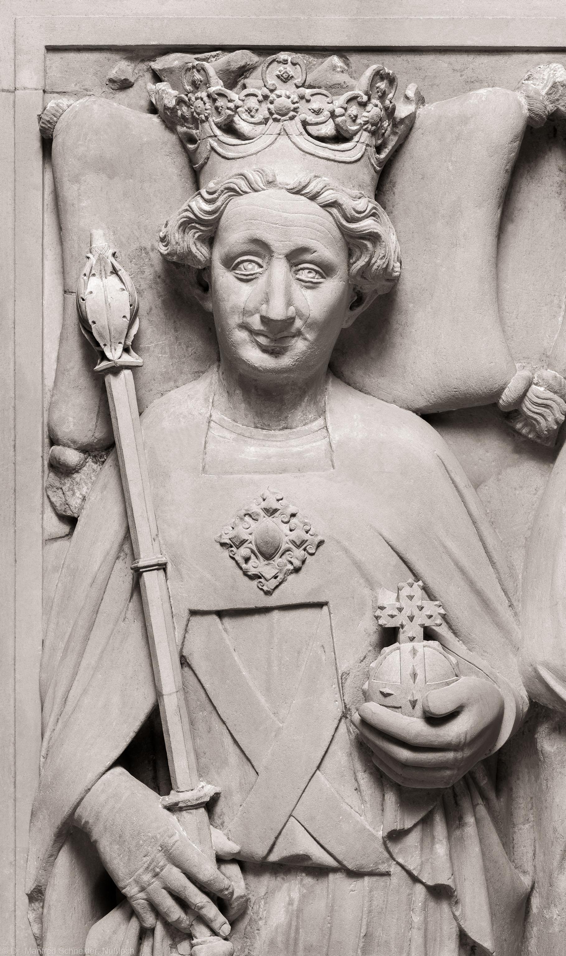 Heidelberg - Heiliggeistkirche - Nordschiff - Königsgrab - Ausschnitt aus der Grabplatte des Kurfürsten Ruprecht III. und seiner Gemahlin Elisabeth von Hohenzollern (aufgenommen im März 2015, am frühen Nachmittag)