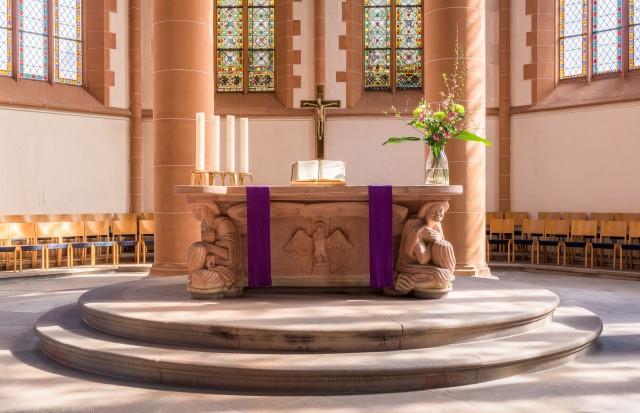 Heidelberg - Heiliggeistkirche - Altar - Westseite des Altars von Edzard Hobbing (aufgenommen im März 2015, um die Mittagszeit)