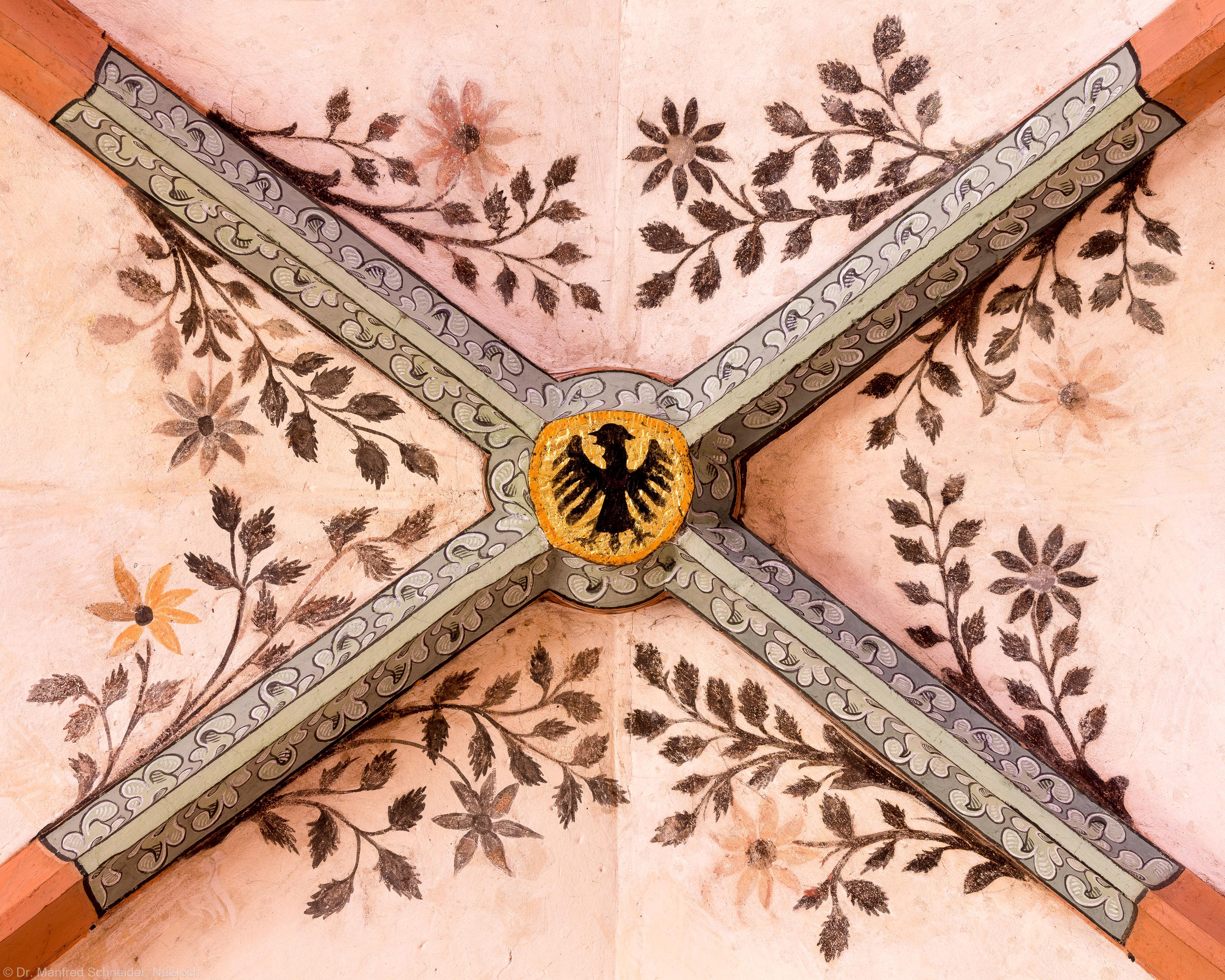 Heidelberg - Heiliggeistkirche - Südschiff - Schlußstein mit Ornament, 3. Joch, von Westen aus gezählt (aufgenommen im April 2015, am Nachmittag)