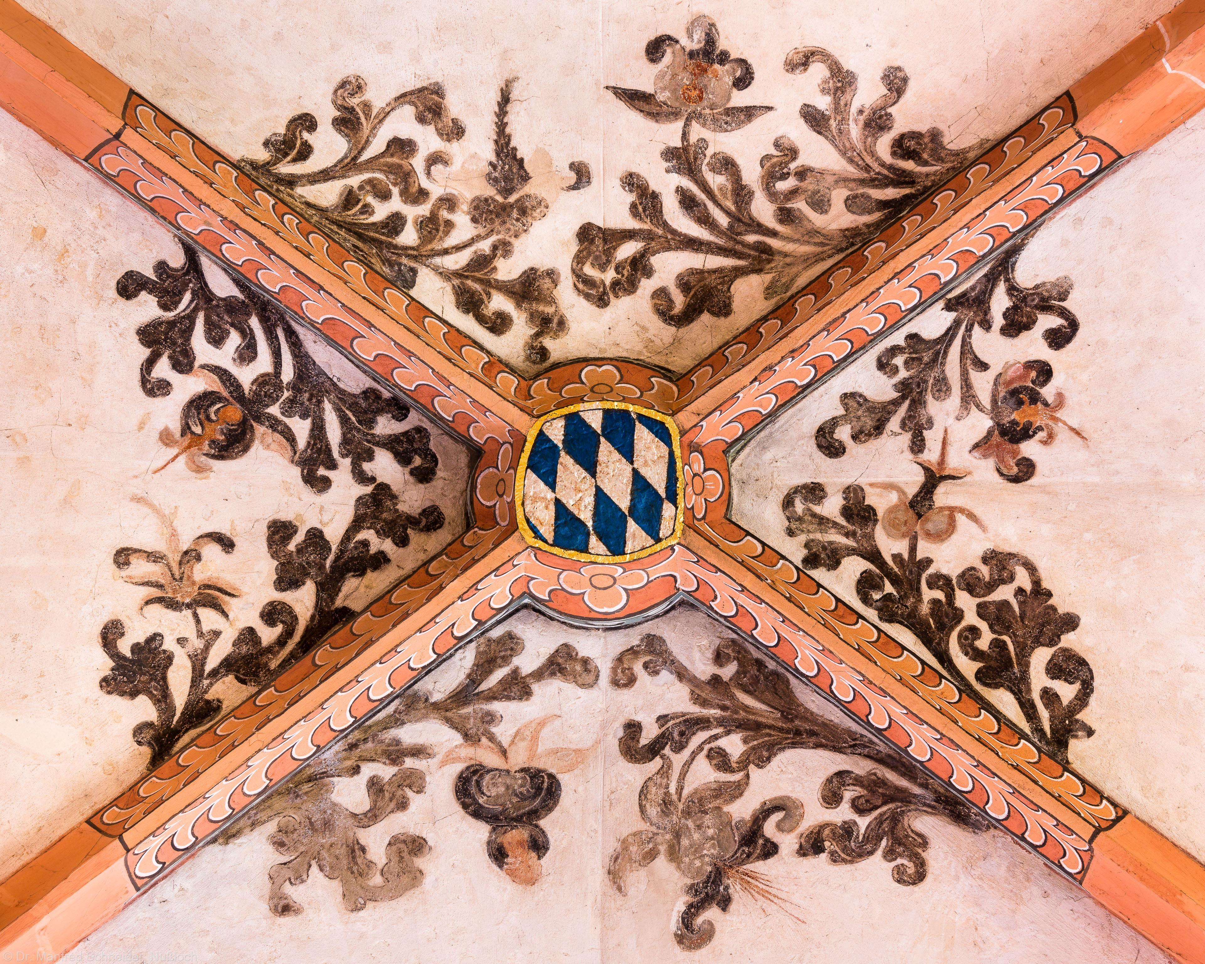 Heidelberg - Heiliggeistkirche - Südschiff - Schlußstein mit Ornament, 4. Joch, von Westen aus gezählt (aufgenommen im April 2015, am Nachmittag)
