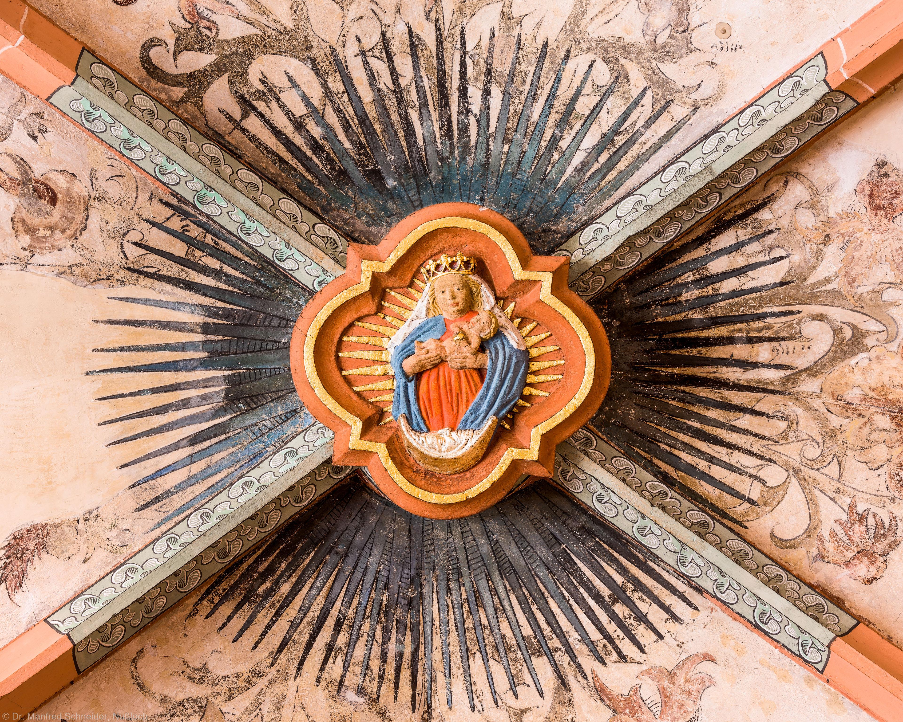 Heidelberg - Heiliggeistkirche - Südschiff - Schlußstein mit Strahlenkranz, 6. Joch, von Westen aus gezählt (aufgenommen im April 2015, am späten Nachmittag)