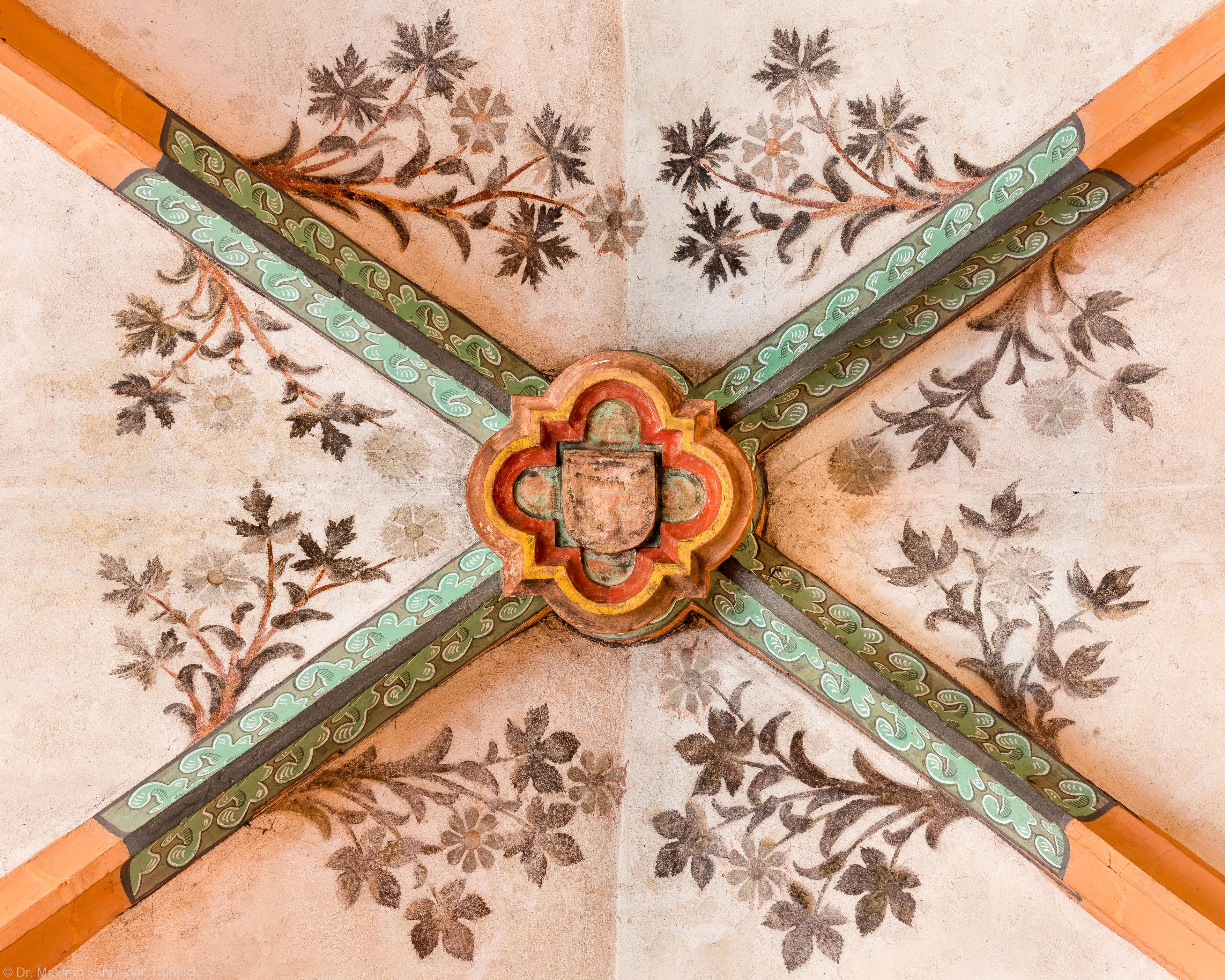 Heidelberg - Heiliggeistkirche - Nordschiff - Schlußstein mit Ornament, 4. Joch, von Westen aus gezählt (aufgenommen im April 2015, am Nachmittag)