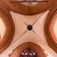Heidelberg - Heiliggeistkirche - Turm - Mittlere Zwischen-/Orgelmpore - Gewölbe mit gemaltem Schlußstein (aufgenommen im Mai 2015, am Nachmittag)