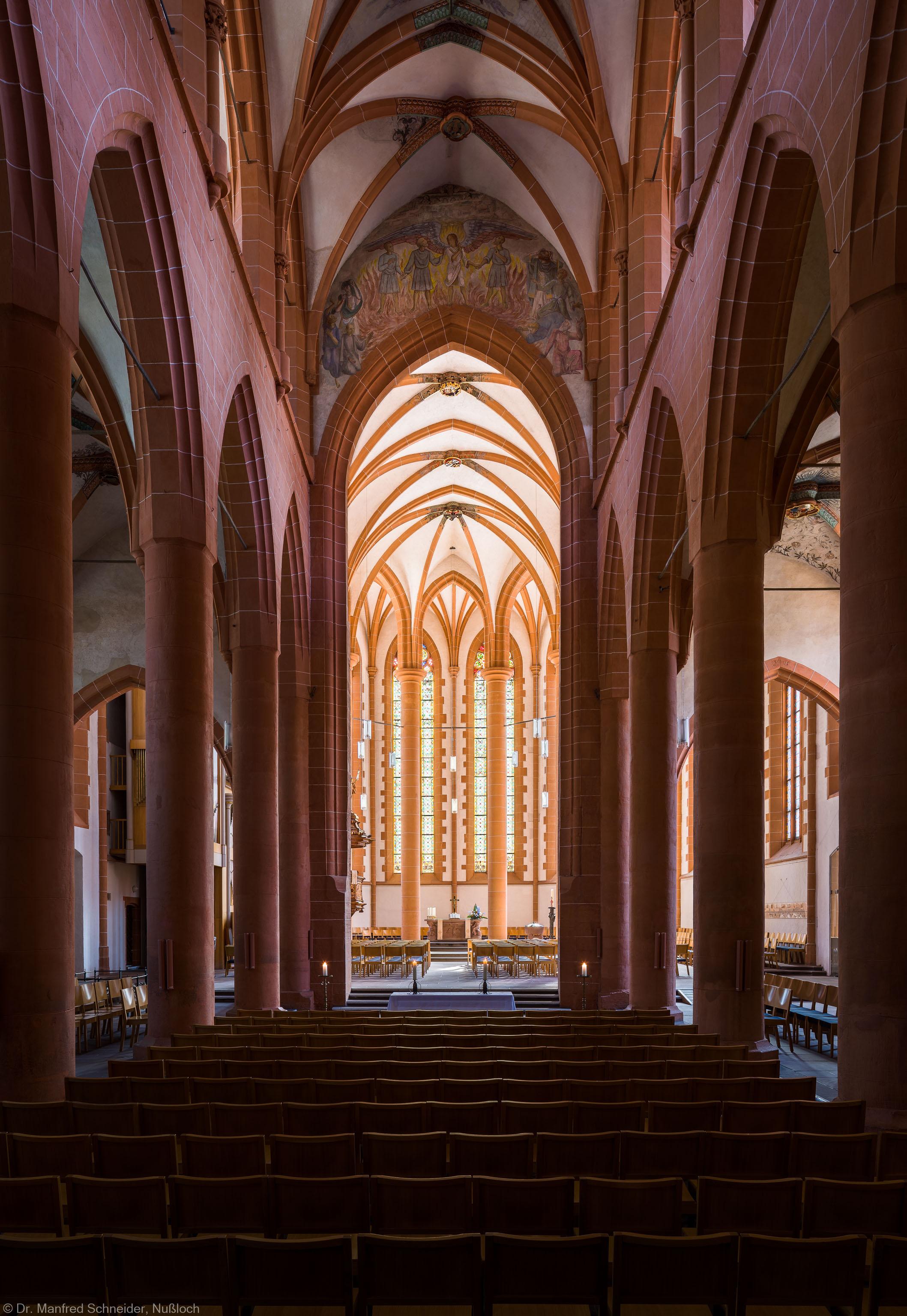 Heidelberg - Heiliggeistkirche - Mittelschiff - Blick durch das Mittelschiff auf den Chor (aufgenommen im Mai 2015, am Vormittag)