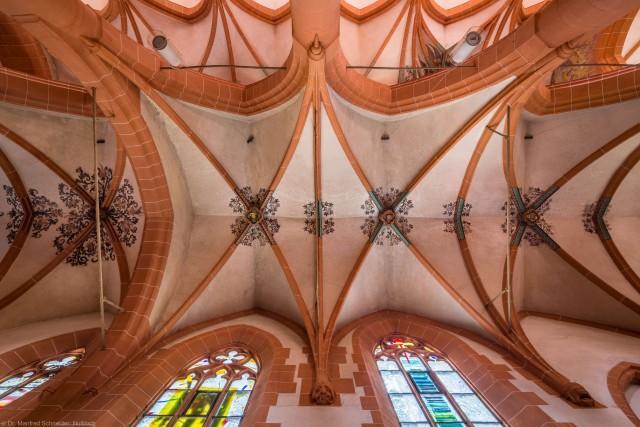Heidelberg - Heiliggeistkirche - Nördliches Seitenschiff - Ausschnitt des Gewölbes, vom Zentrum des Seitenschiffs aus gesehen (aufgenommen im Mai 2015, am frühen Nachmittag)