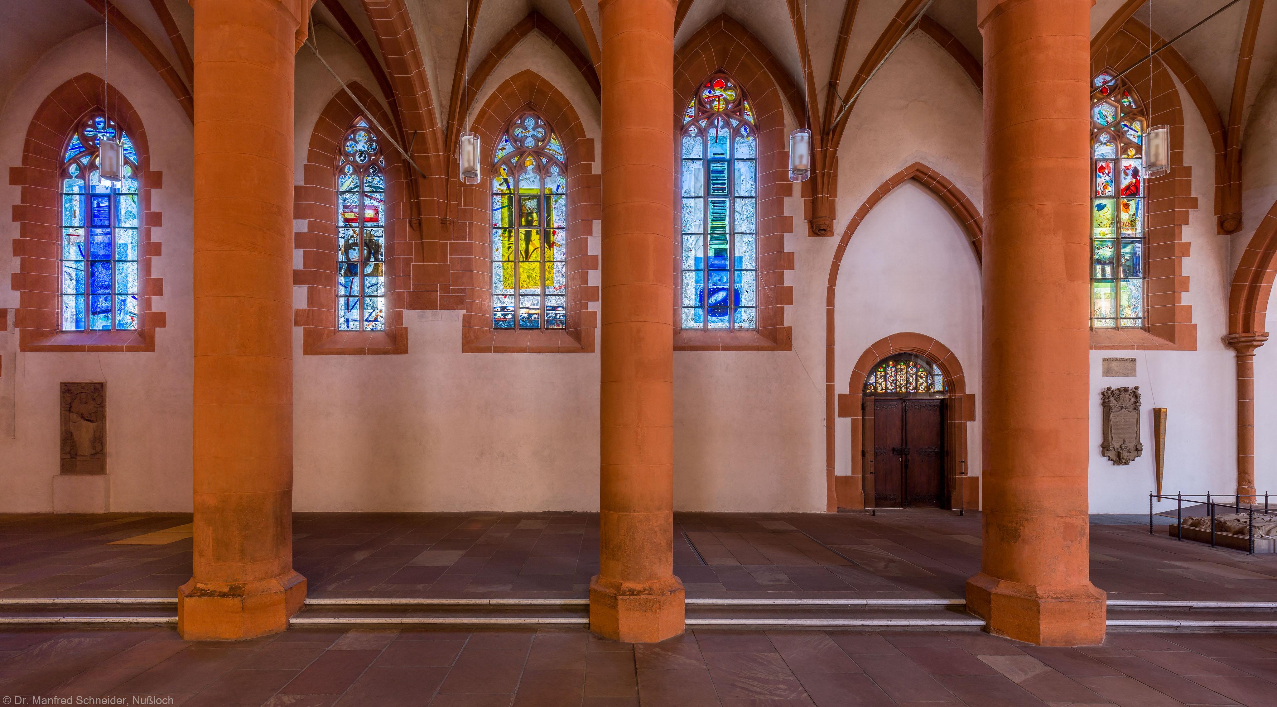 Heidelberg - Heiliggeistkirche - Nordschiff - Blick vom Mittelschiff auf das Nordschiff und die Fenster von Hella De Santarossa (aufgenommen im Mai 2015, am frühen Nachmittag)