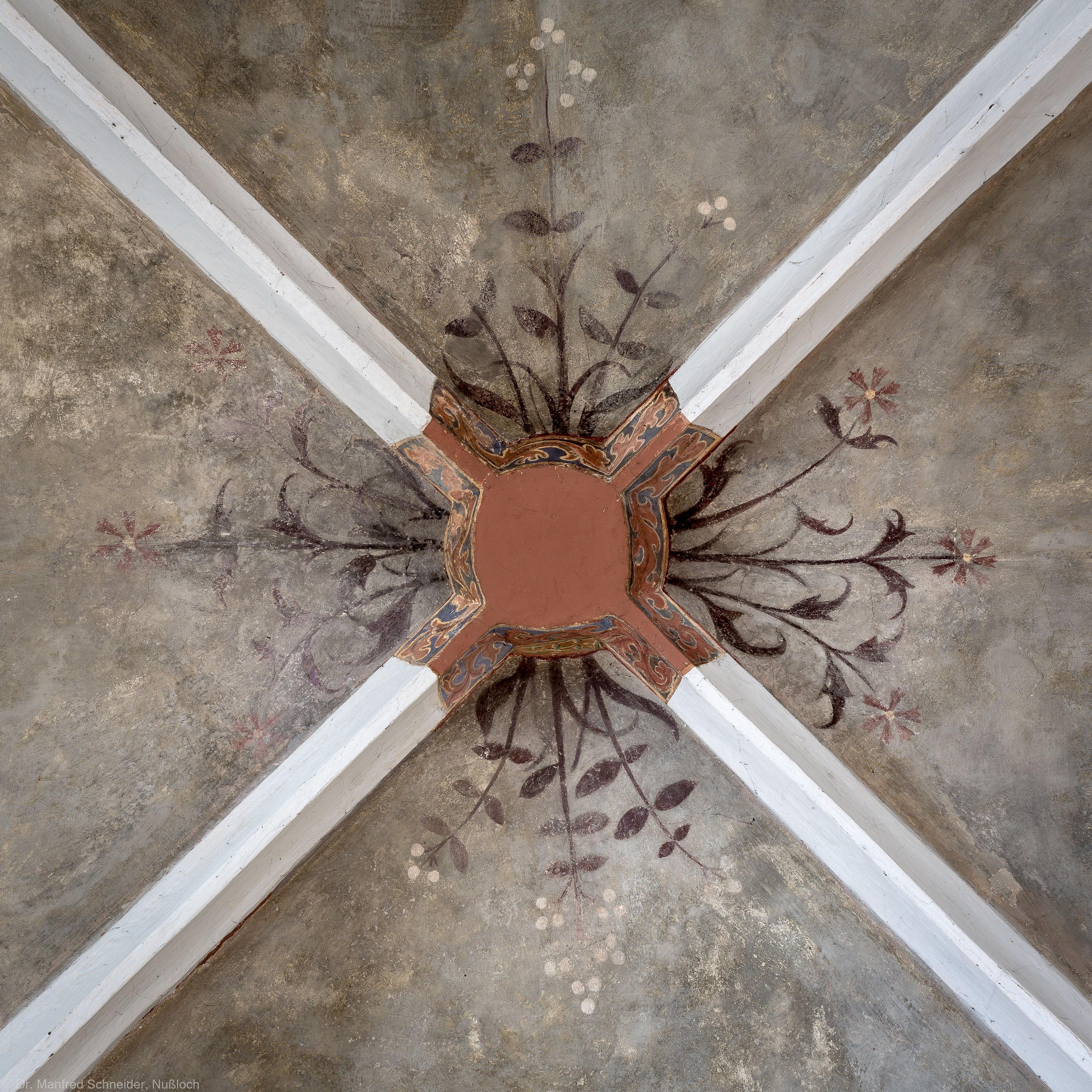 Heidelberg - Heiliggeistkirche - Sakristei - Östlicher Schlussstein mit Ornament (aufgenommen im Mai 2015, am Nachmittag)